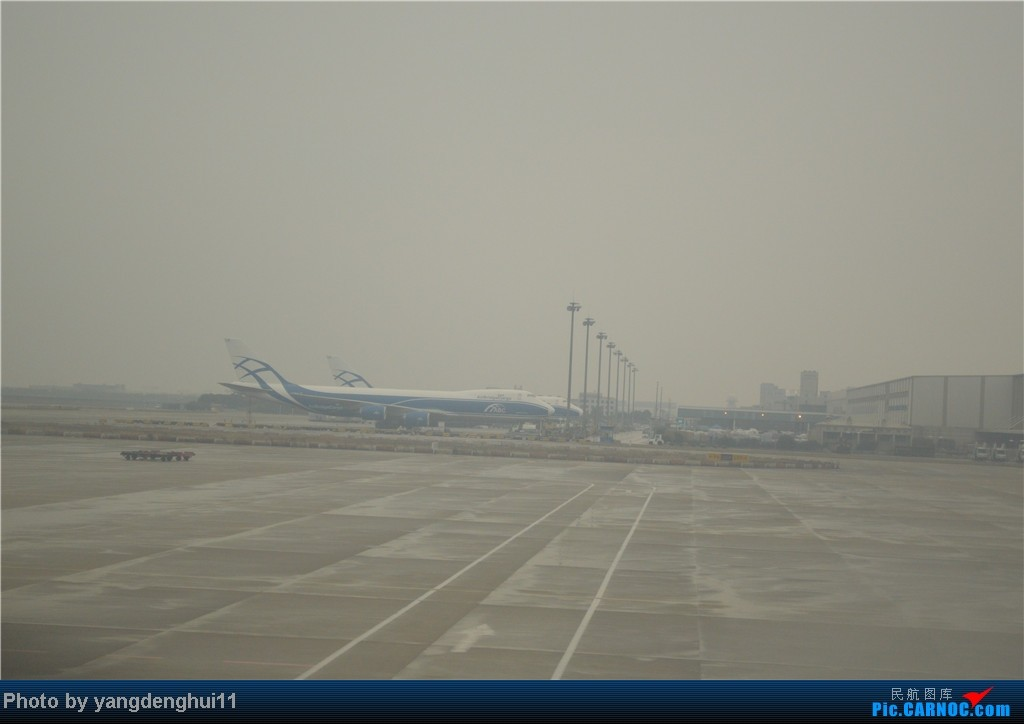 Re:[原创]过年回老家!!!CTU-PVG-上海虹桥站-动车D3103到温州苍南       本人是12岁的小朋友,但天生喜欢飞机,就发了本帖,希望大家谅解拍的不好的地方。 BOEING 747-400  中国上海浦东机场