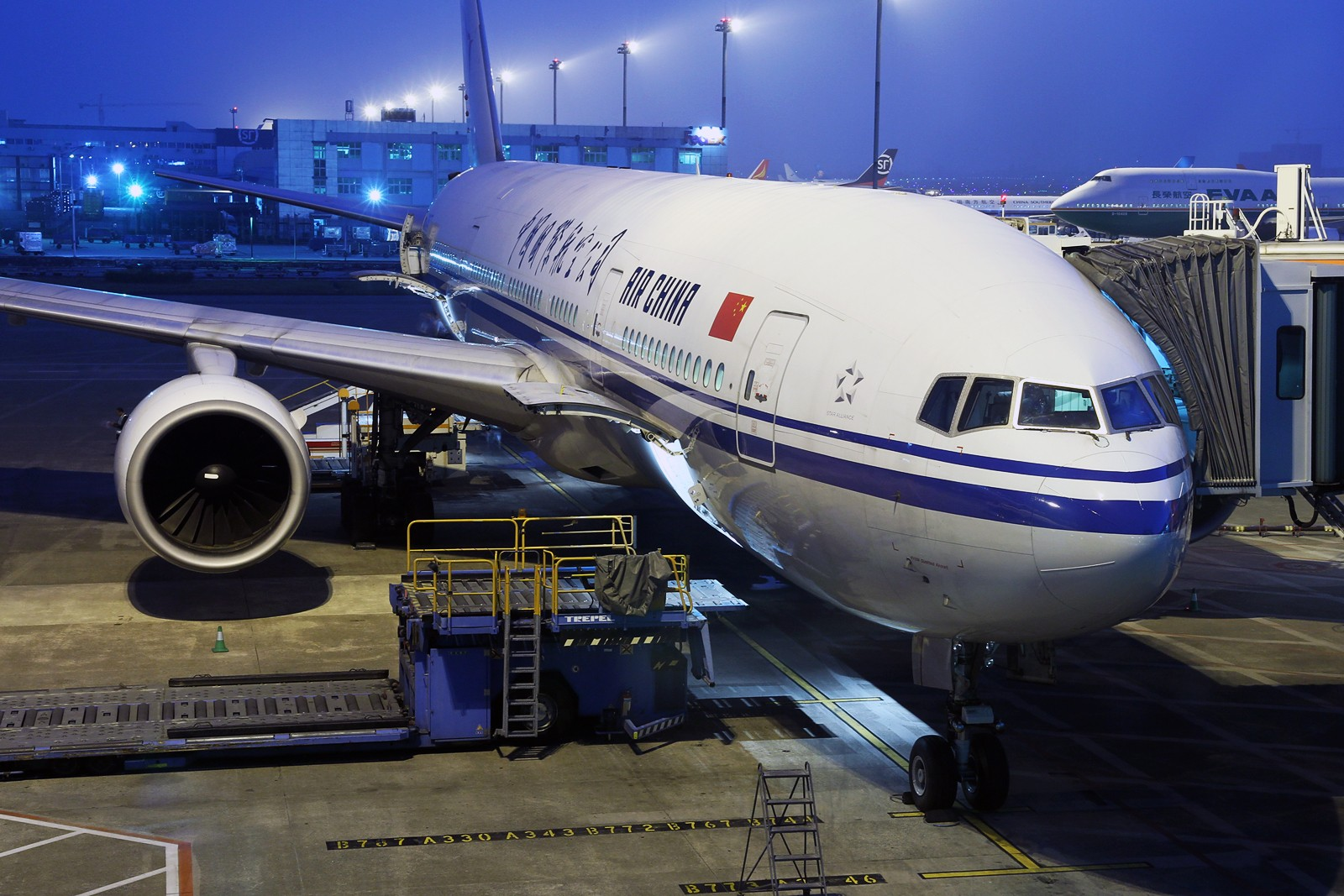 Re:[原创]【HKG】**********HKG第二次流窜归来,比较有代表性的3pics********** BOEING 777-2J6 B-2067 中国深圳宝安机场