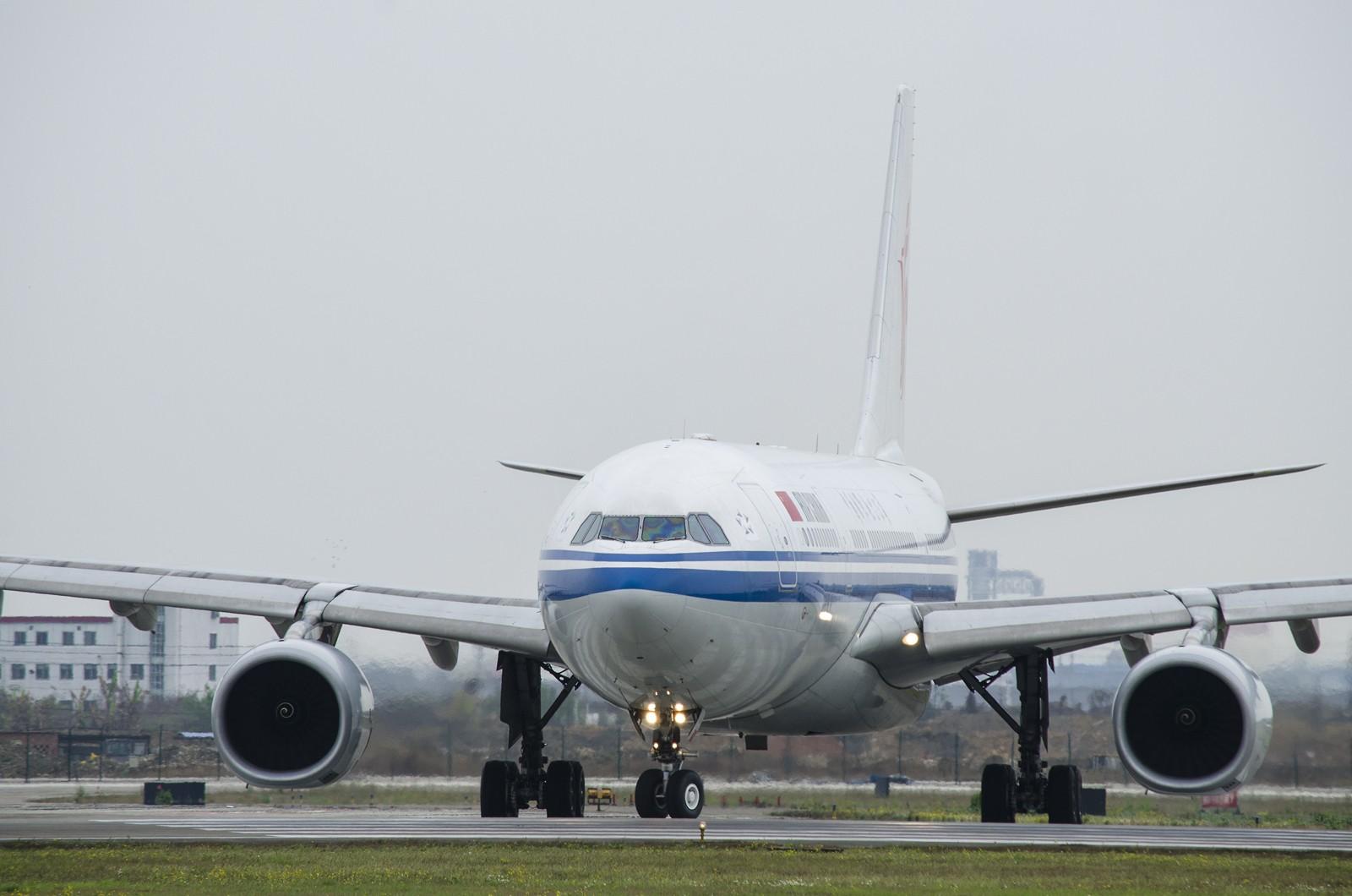 [原创]天气好了,溜机场散散步。    中国成都双流机场