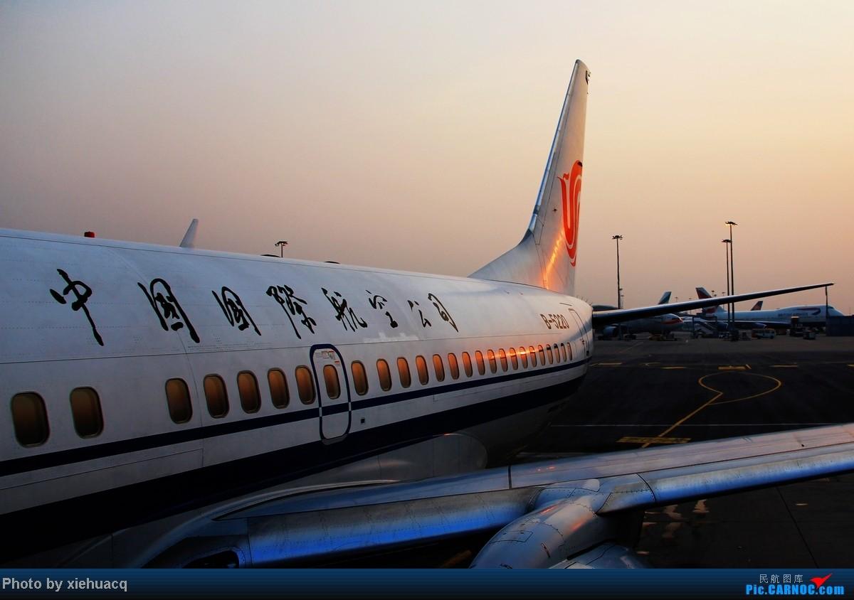 Re:[原创]【沉迷的小飞侠】TPE—HKG—CKG国泰国航带我回重庆:环游宝岛11天,感受台湾人情味(下)再会LH747-8,SQ、QF、EK380都来HKG BOEING 737-700 B-5220 中国香港赤鱲角国际机场