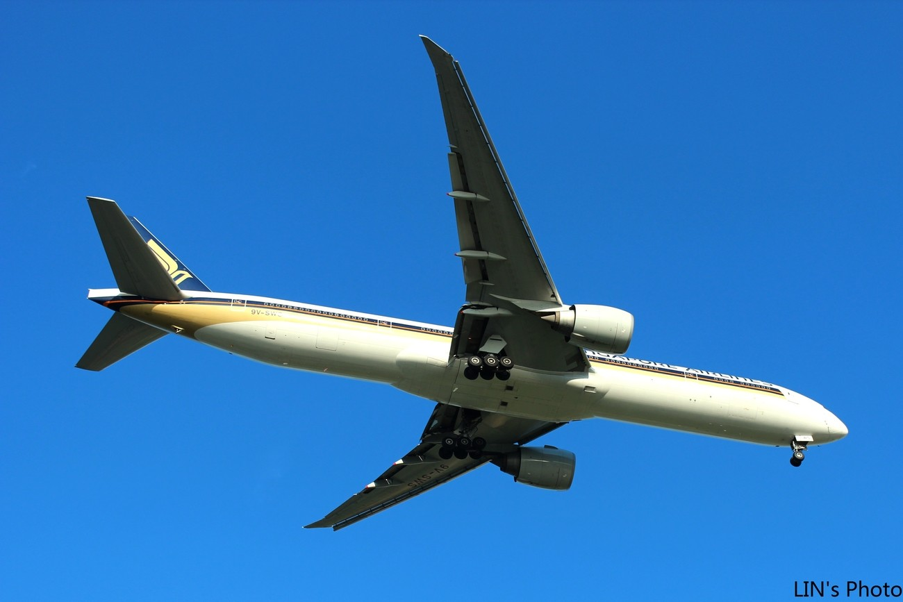 【打机在SIN】终于找到樟宜机场传说中的那个神仙位~光线巨赞~樟宜有多少好货就不多说啦! BOEING 777-300 9V-SWO 新加坡樟宜机场