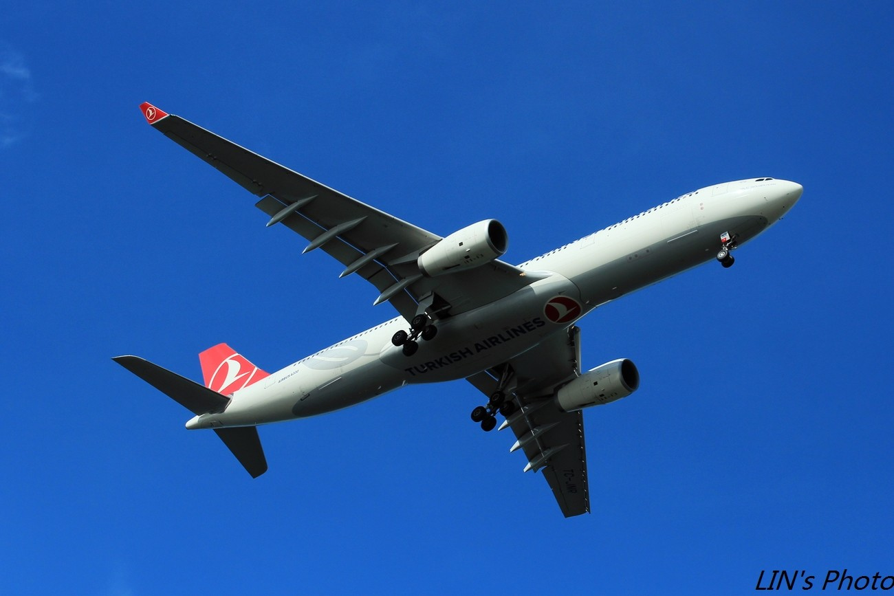 Re:[原创]【打机在SIN】终于找到樟宜机场传说中的那个神仙位~光线巨赞~樟宜有多少好货就不多说啦! AIRBUS A330-300 TC-JNR 新加坡樟宜机场