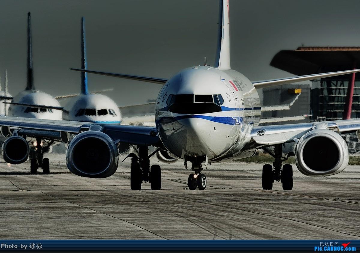 [原创]看波音737,小飞机的大气场。 BOEING 737-800 B-5729 中国北京首都机场