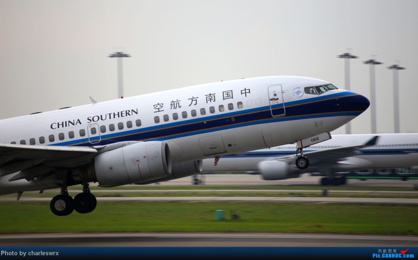 Re:[原创]【迟到的照片】迎接南航787以及隔一天的煤堆土堆烂天小拍 BOEING 737-700 B-5068 中国广州白云机场