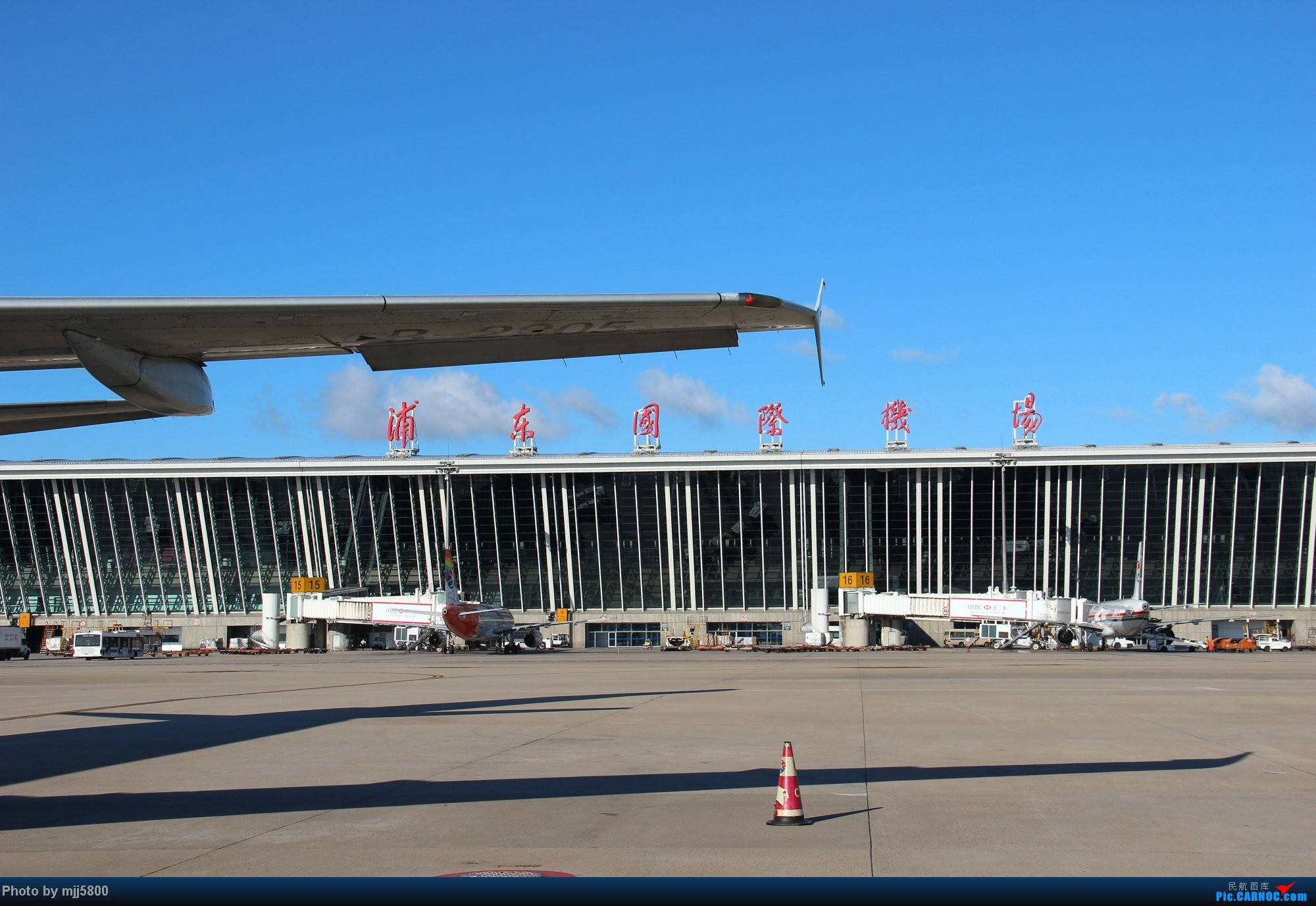 Re:[求]跪求各城市机场航站楼醒目标志LOGO照片,小弟在此谢过了。谢谢谢谢,赠送小飞机o    中国上海浦东机场