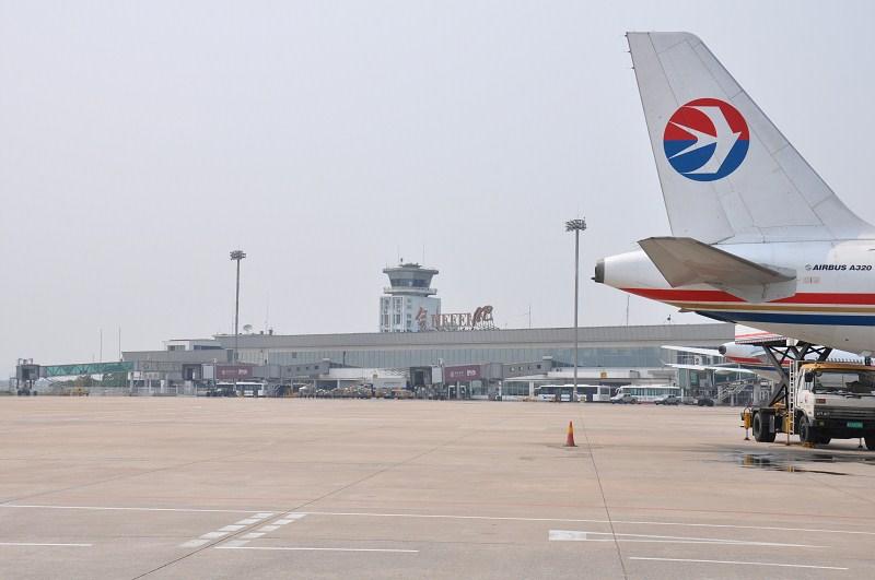 Re:[求]跪求各城市机场航站楼醒目标志LOGO照片,小弟在此谢过了。谢谢谢谢,赠送小飞机o    中国合肥新桥机场