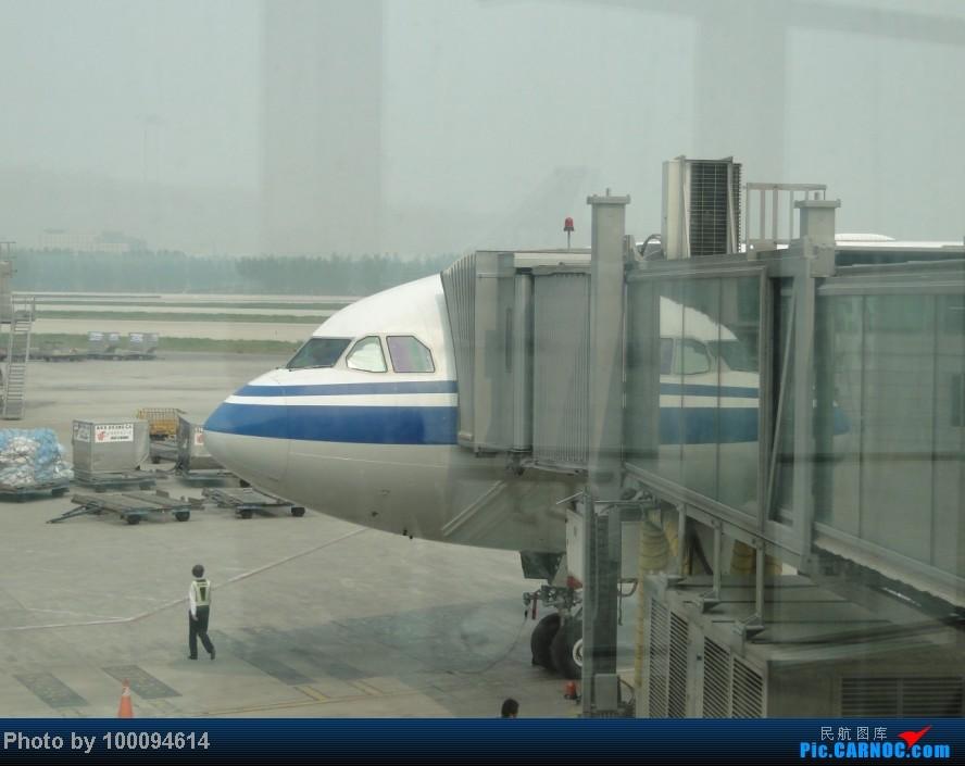 Re:Re:[原创][伪文艺青年游记-60]拖稿已久,现来更新.近三个月来乏善可陈的冷饭游记杂烩贴(下) 关键词:五月泡菜国刷护照,帝都会基友,无内地出境章的通行证入境香港受阻.. AIRBUS A330-200 B-6080 中国北京首都机场