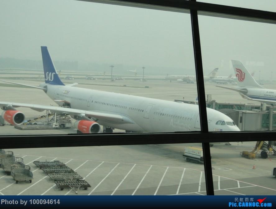 Re:[原创][伪文艺青年游记-60]拖稿已久,现来更新.近三个月来乏善可陈的冷饭游记杂烩贴(下) 关键词:五月泡菜国刷护照,帝都会基友,无内地出境章的通行证入境香港受阻.. A340-300 OY-KBD 中国北京首都机场
