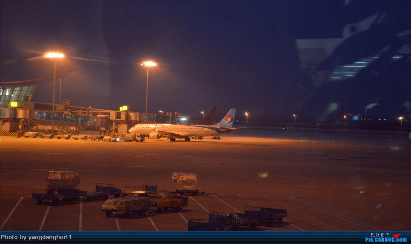 Re:[原创]春运返程帖,因本人今年小升初,so 晚了几个月。。。 EMBRAER E-190 B-3187 中国杭州萧山机场