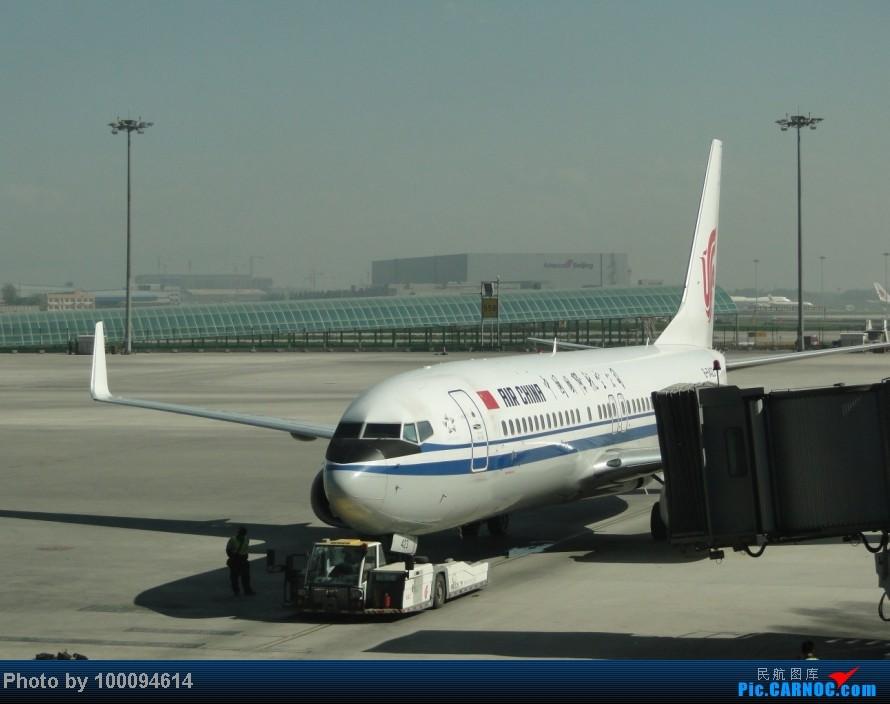Re:[原创][伪文艺青年游记-60]拖稿已久,现来更新.近三个月来乏善可陈的冷饭游记杂烩贴(下) 关键词:五月泡菜国刷护照,帝都会基友,无内地出境章的通行证入境香港受阻.. BOEING 737-800 B-5423 中国北京首都机场