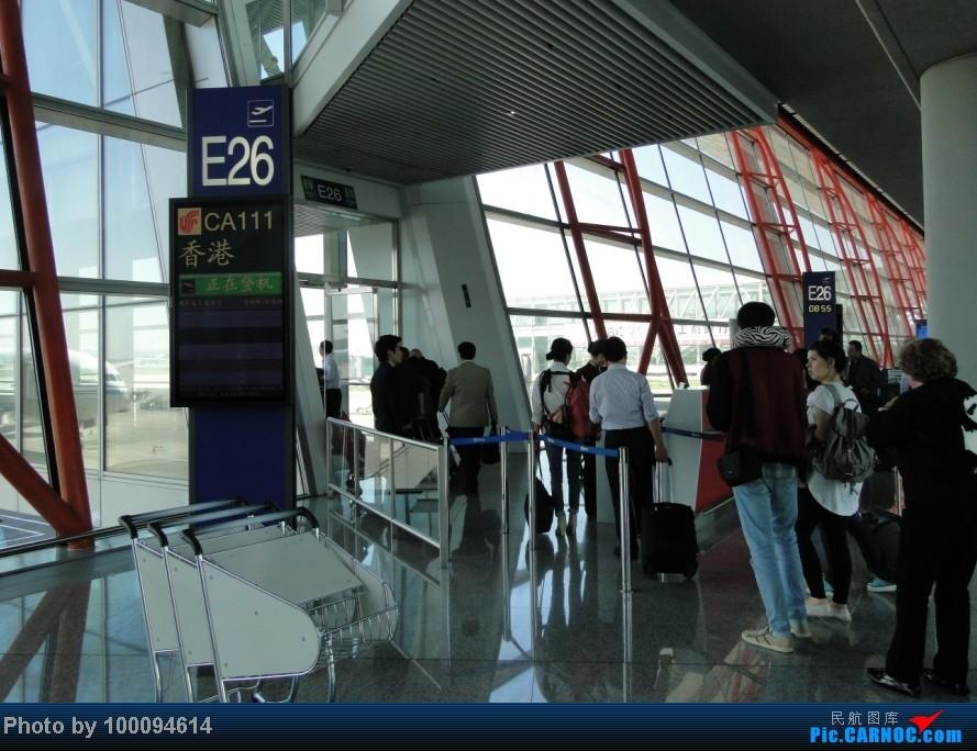 Re:[原创][伪文艺青年游记-60]拖稿已久,现来更新.近三个月来乏善可陈的冷饭游记杂烩贴(下) 关键词:五月泡菜国刷护照,帝都会基友,无内地出境章的通行证入境香港受阻.. BOEING 737-800 B-5423 中国北京首都机场 中国北京首都机场