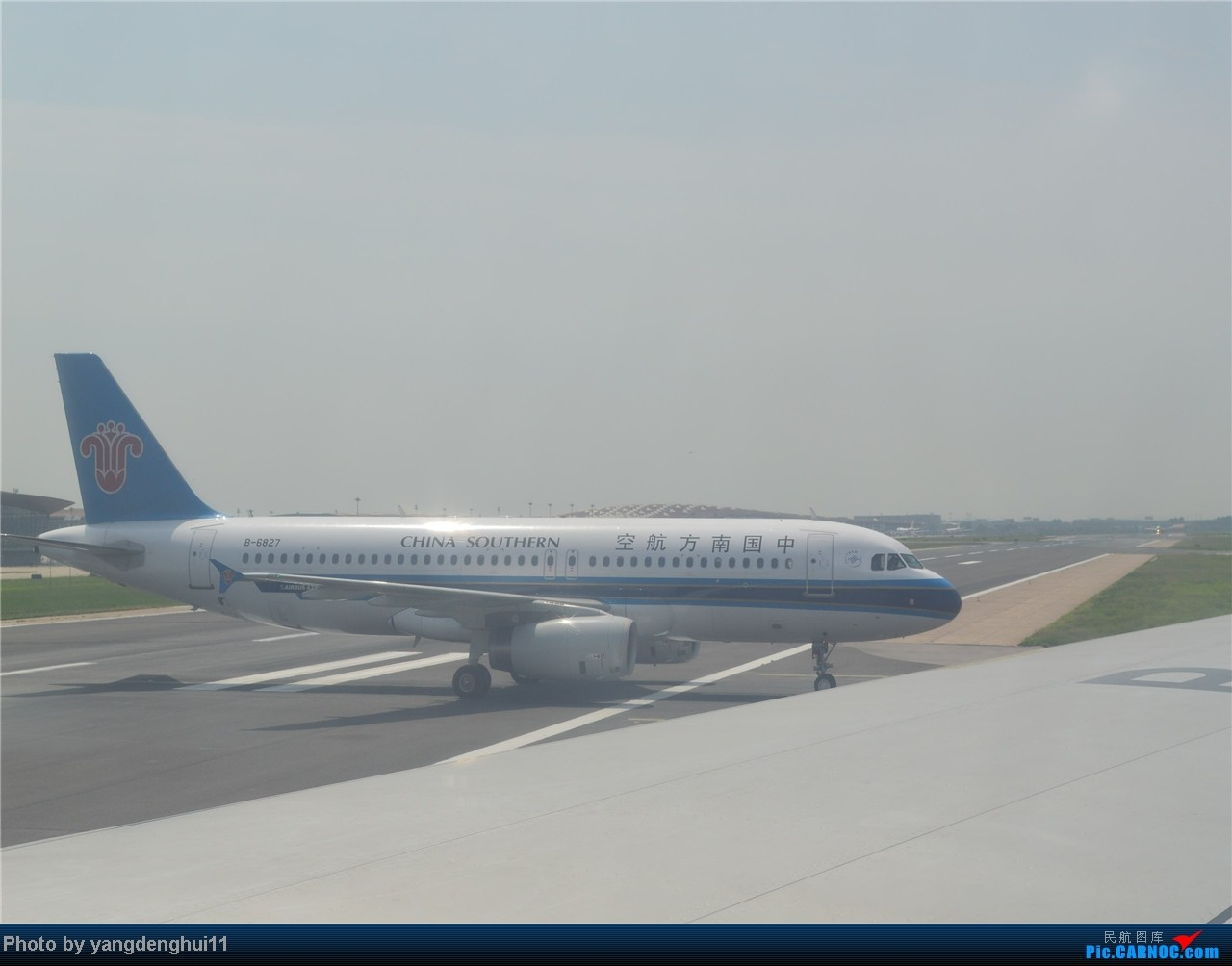 Re:[原创]暑假出游:CTU---PEK---CTU,北京巧遇国航红、蓝凤凰。(上) AIRBUS A320-200 B-6827 中国北京首都机场