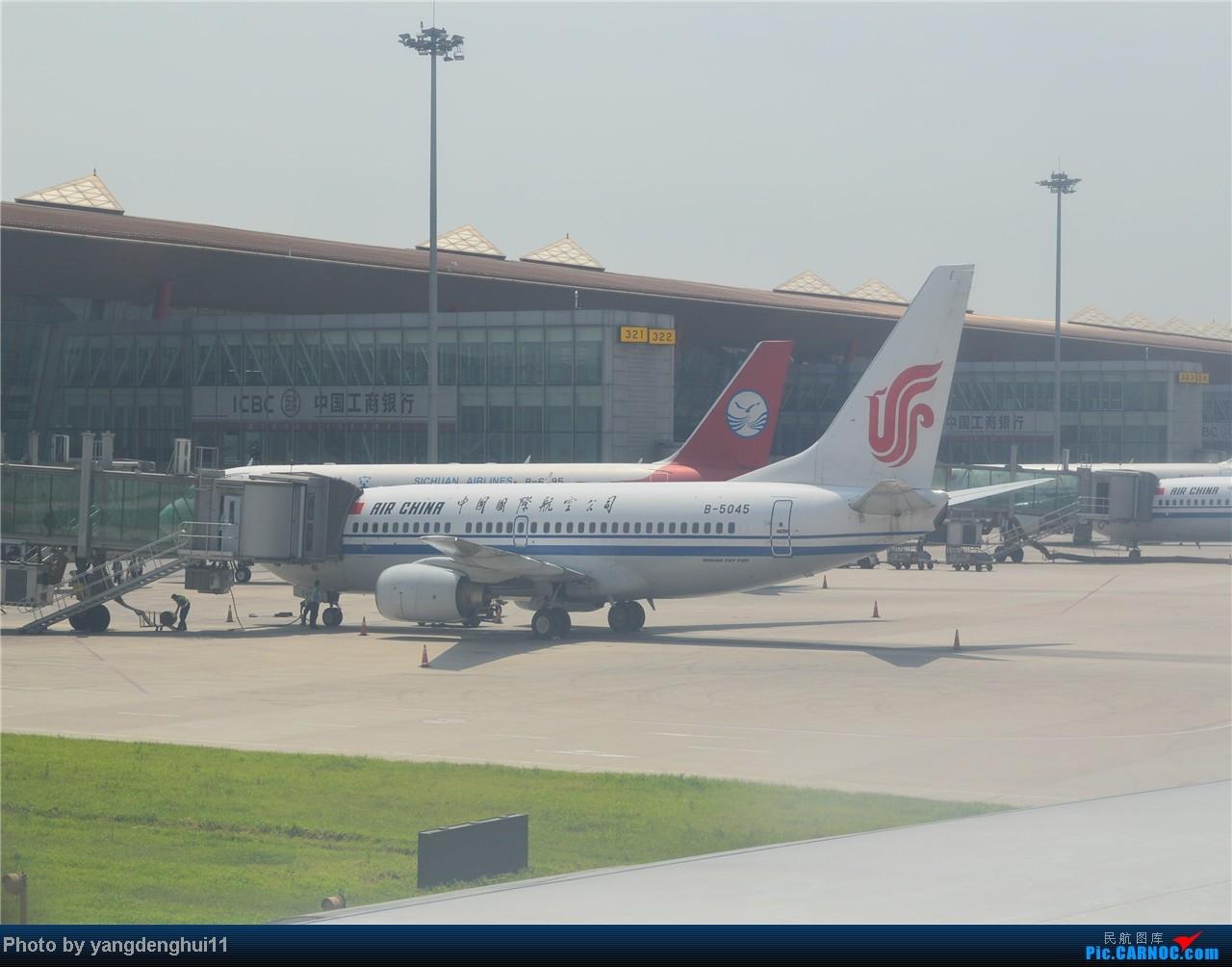 Re:[原创]暑假出游:CTU---PEK---CTU,北京巧遇国航红、蓝凤凰。(上) BOEING 737-700 B-5045 中国北京首都机场