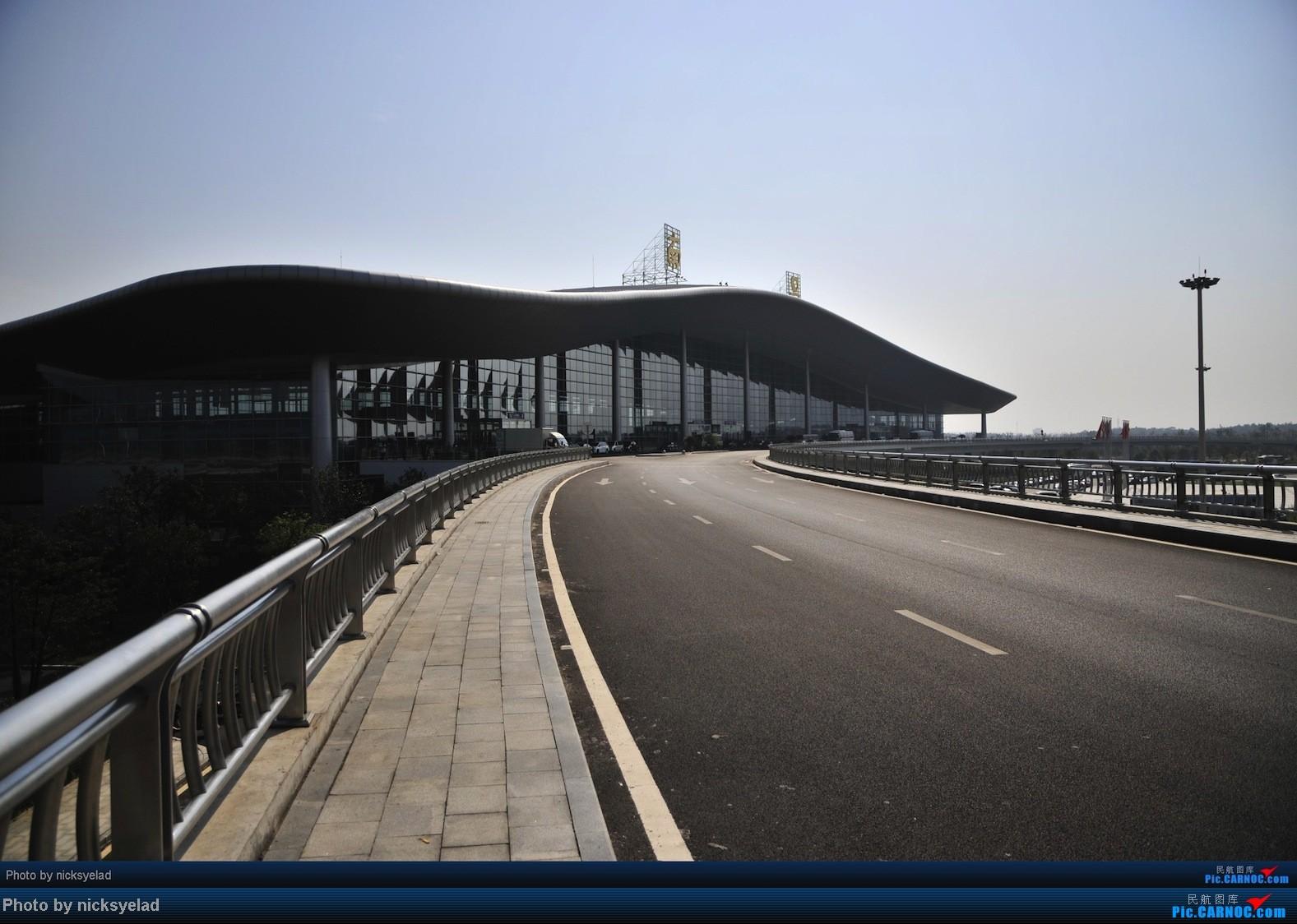 Re:[求]跪求各城市机场航站楼醒目标志LOGO照片,小弟在此谢过了。谢谢谢谢,赠送小飞机o    中国南昌昌北机场