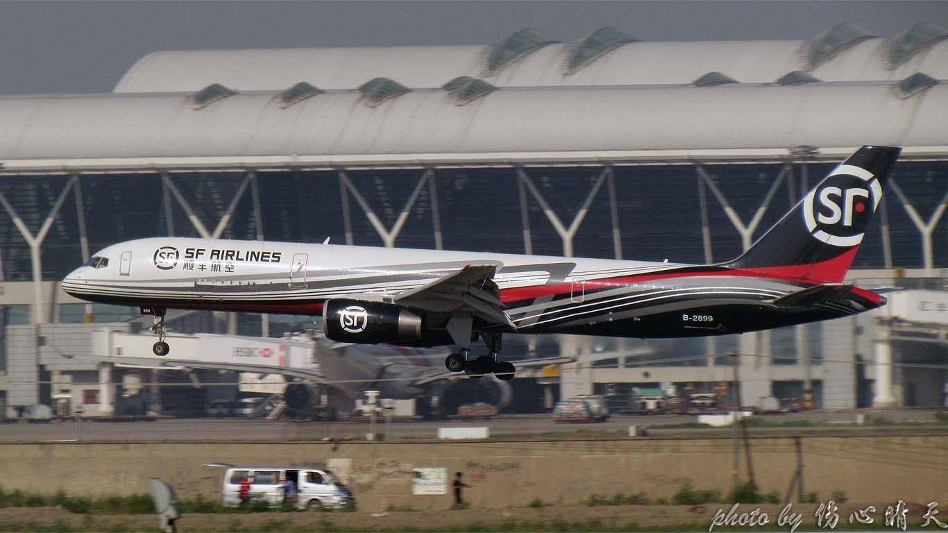 Re:[原创]PVG战40度高温,站在4跑外海堤上看2跑飞机的孩子伤不起,电线杆子很无奈却又可以带来不一样的东西。。。 BOEING 757-200 B-2899 中国上海浦东机场
