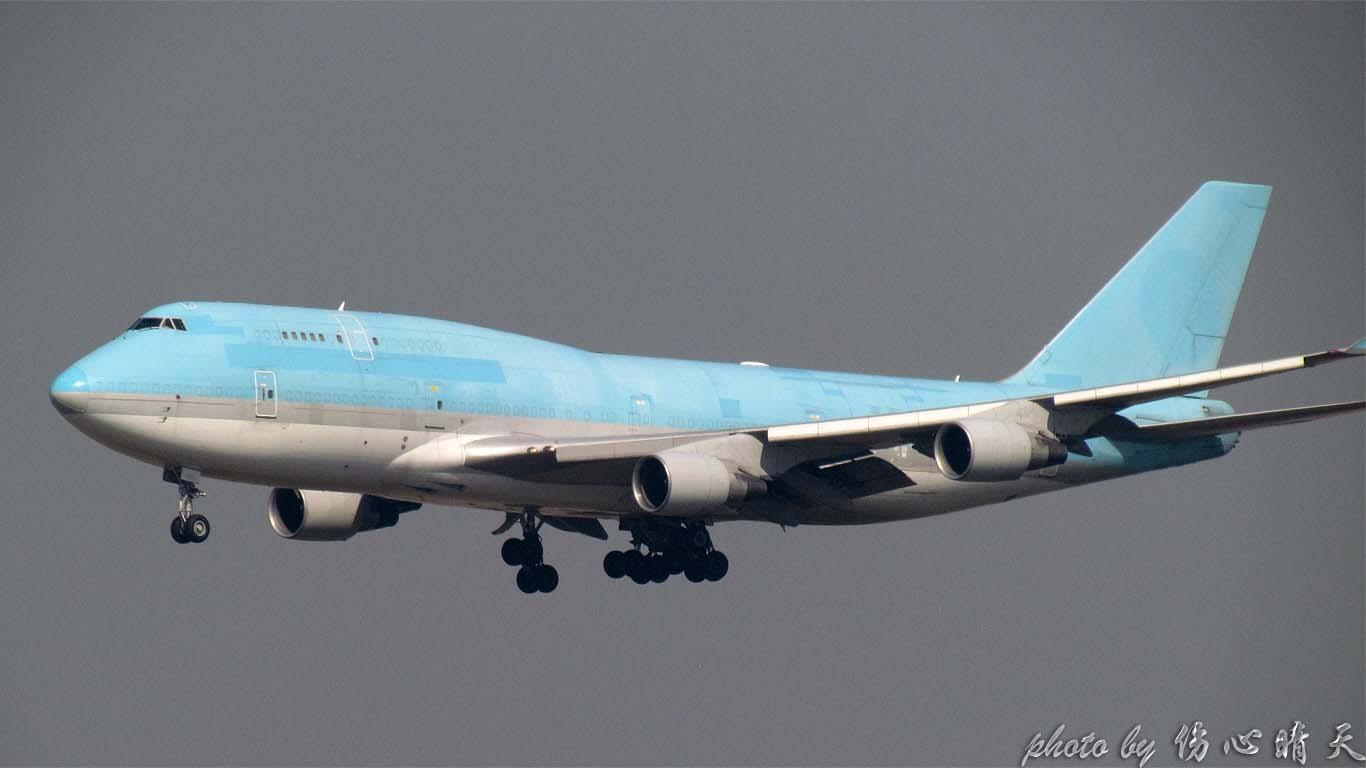 Re:[原创]PVG战40度高温,站在4跑外海堤上看2跑飞机的孩子伤不起,电线杆子很无奈却又可以带来不一样的东西。。。 BOEING 747-400 N779BA 中国上海浦东机场