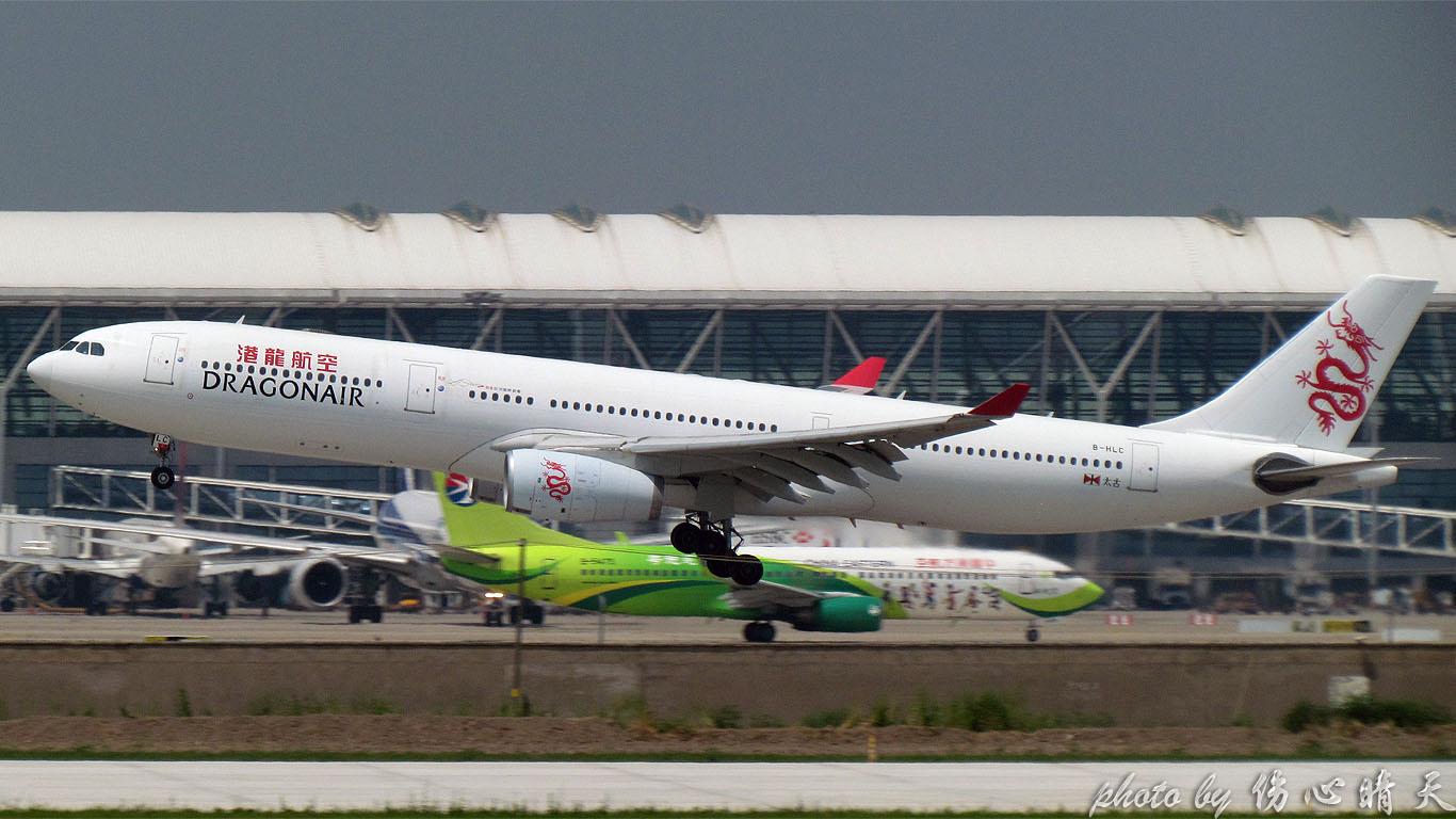 Re:[原创]PVG战40度高温,站在4跑外海堤上看2跑飞机的孩子伤不起,电线杆子很无奈却又可以带来不一样的东西。。。 AIRBUS A330-300 B-HLC 中国上海浦东机场