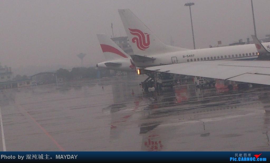 Re:[原创]这次百分百纯正混沌原创。桂林之旅。风景多图。(混沌) BOEING 737-800 B-5497 桂林机场