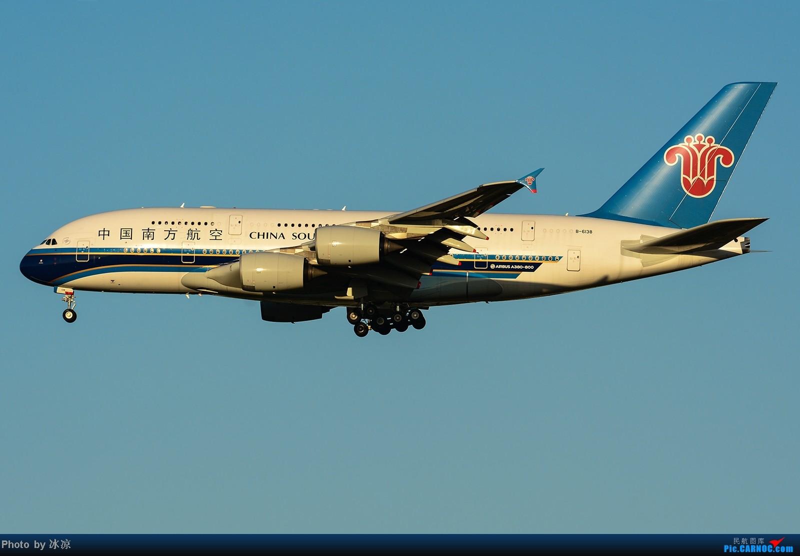 [原创]夕阳下的 一大一小 两个空客 AIRBUS A380 B-6138 中国北京首都机场