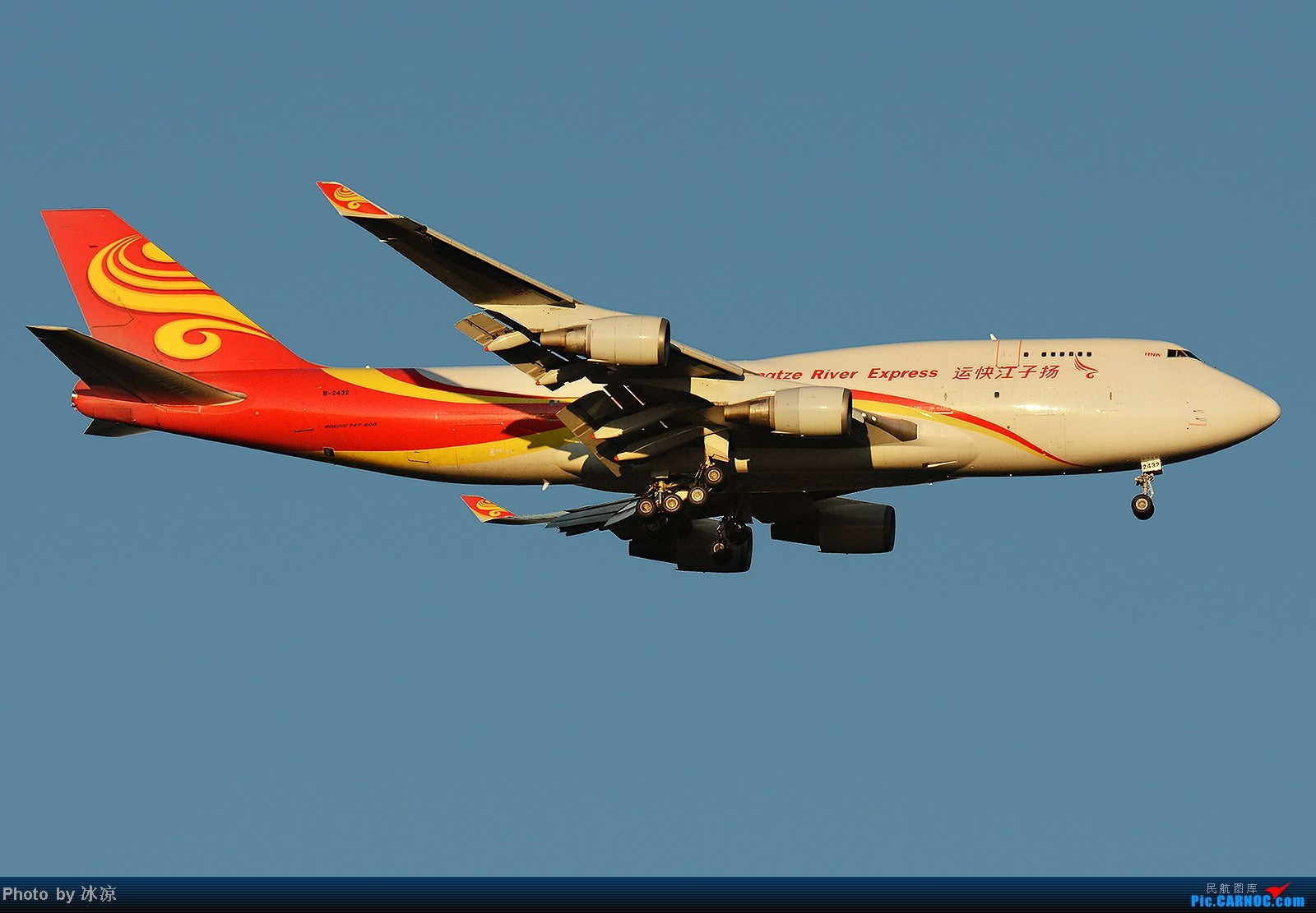 [原创]扬子江快运747-400大图一张 BOEING 747-400 B-2432 中国北京首都机场