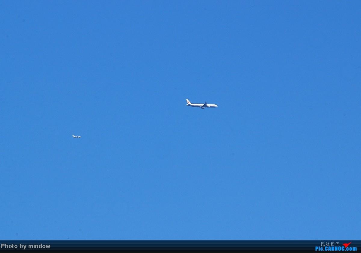 蓝天下一组同跑道 不同跑道双飞 三飞的图
