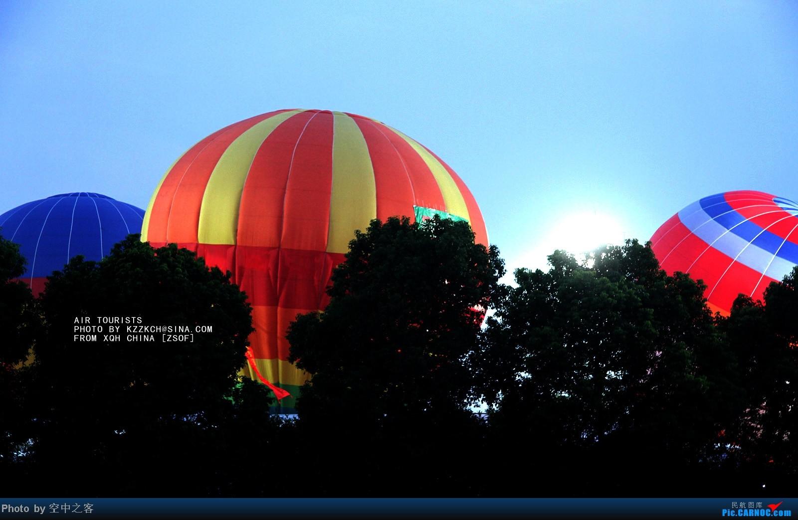 合肥一中操场开高考减压趴,学生玩嗨5分钟踩爆2万气球