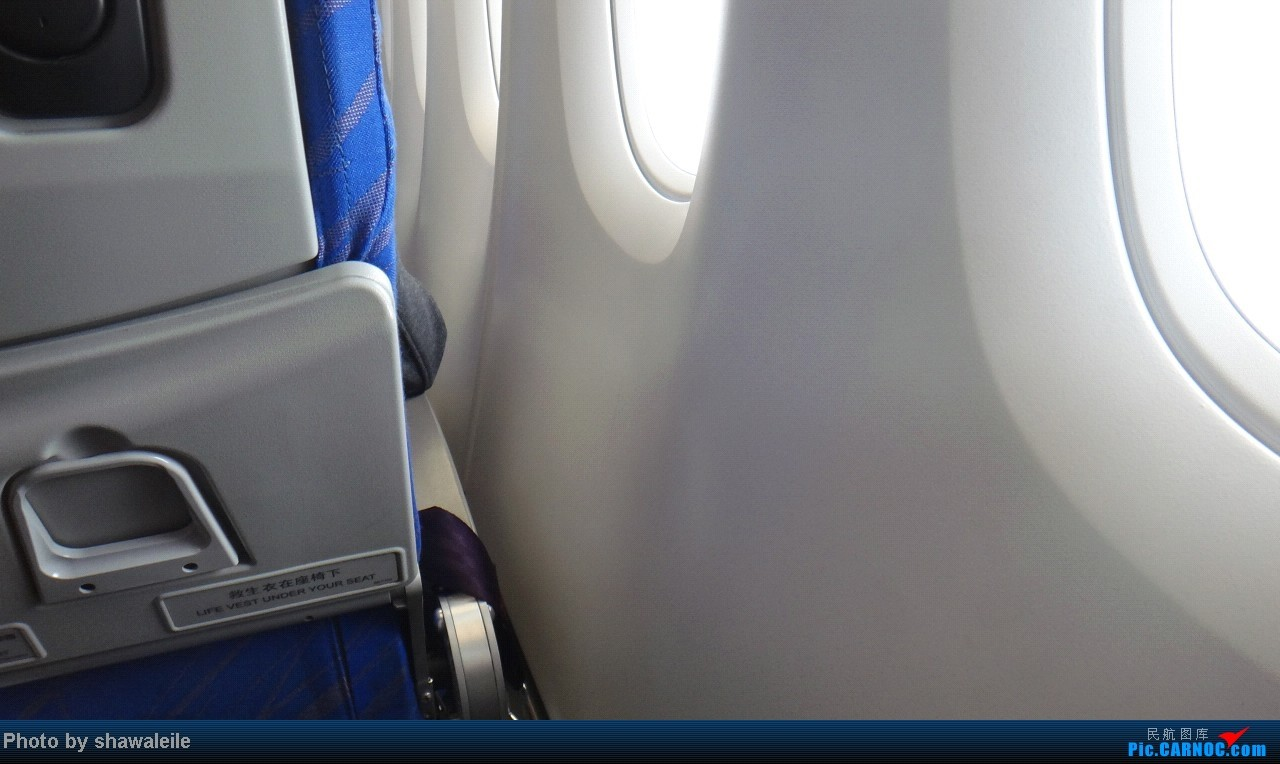 Re:[求助]南航A380经济舱,上下层靠窗位置是否都有储物箱?回答者奖励飞机5架,有照片奖励15架,有一层经济舱第一排照片20架 380