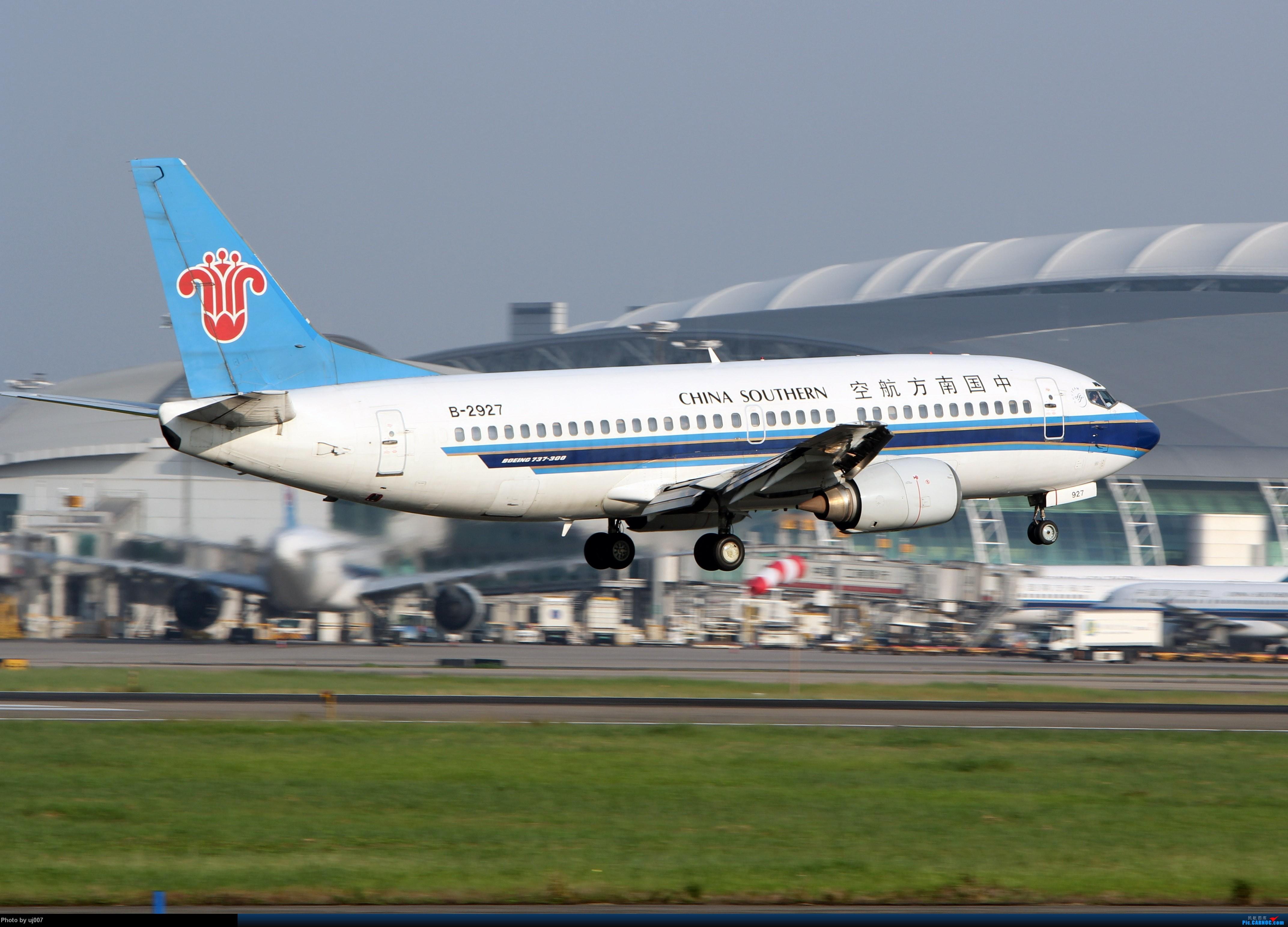Re:[原创]10月2日白云拍机(大飞机,特别妆,外航,闪灯,擦烟)求指点. BOEING 737-300 B-2972 广州白云国际机场