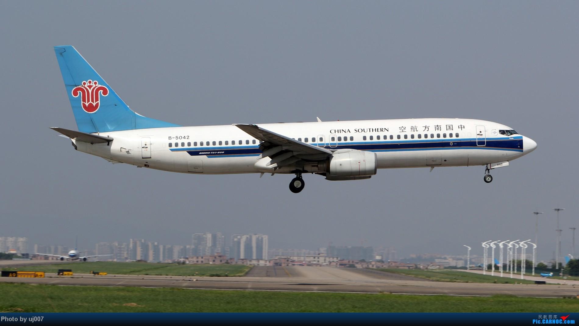 Re:[原创]10月2日白云拍机(大飞机,特别妆,外航,闪灯,擦烟)求指点. BOEING 737-800 B-5042 中国广州白云机场