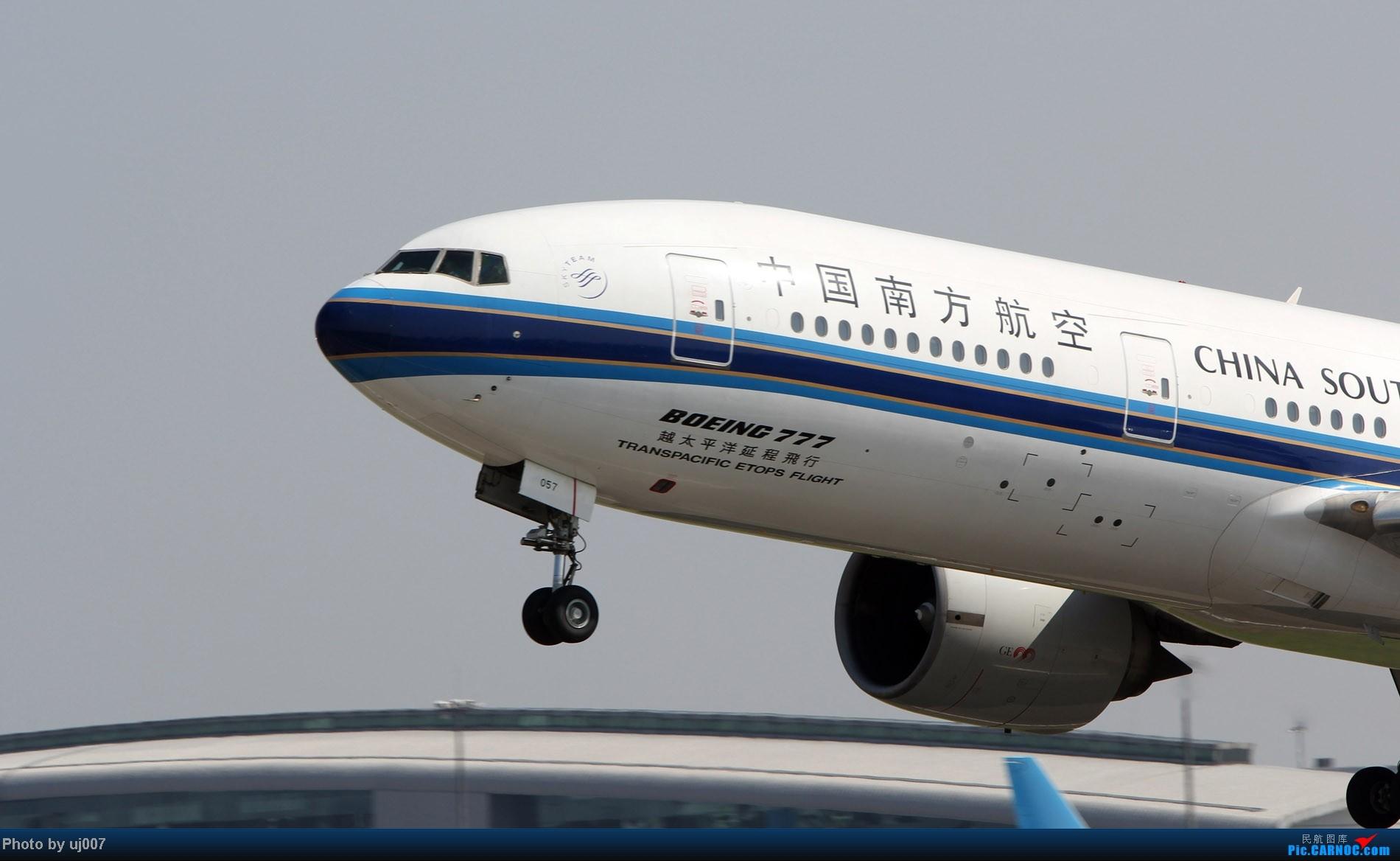 Re:[原创]10月2日白云拍机,超级多图系列(大飞机,特别妆,外航,闪灯,擦烟)求指点. BOEING 777-200 B-2057 中国广州白云机场