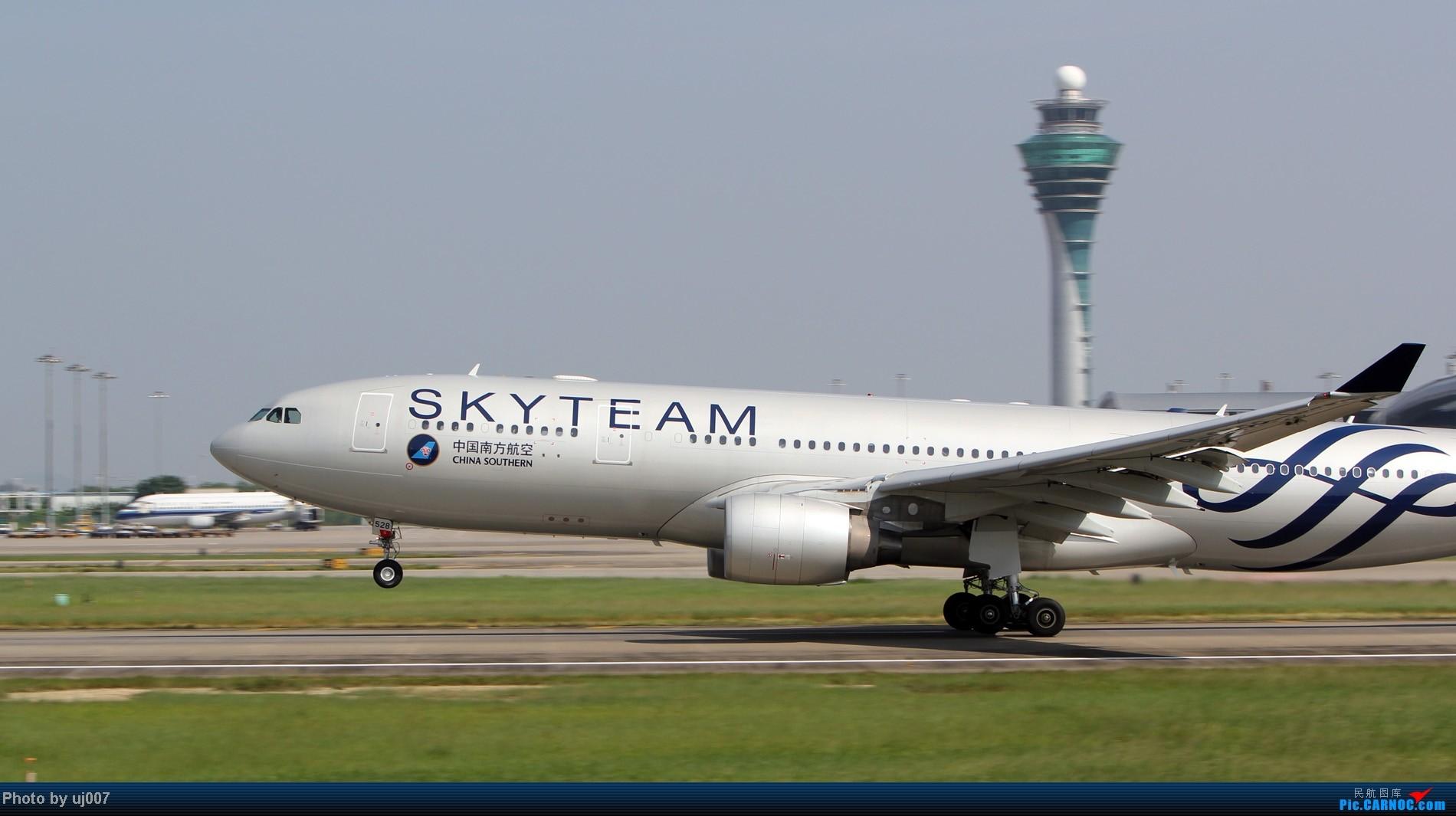 Re:[原创]10月2日白云拍机,超级多图系列(大飞机,特别妆,外航,闪灯,擦烟)求指点. AIRBUS A330-200 B-6528 中国广州白云机场