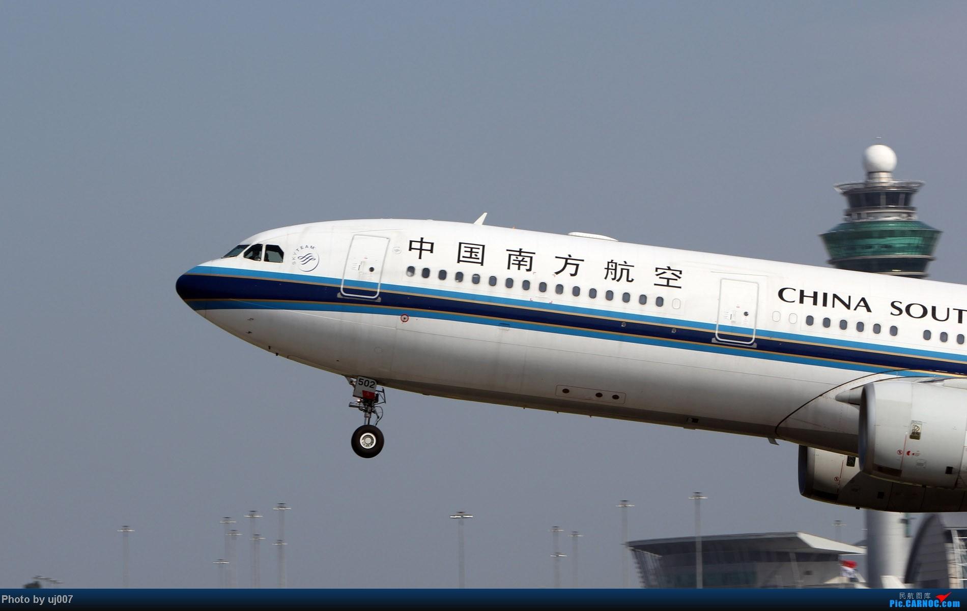 Re:[原创]10月2日白云拍机,超级多图系列(大飞机,特别妆,外航,闪灯,擦烟)求指点. AIRBUS A330-300 B-6502 中国广州白云机场