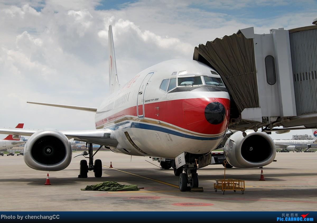 Re:[原创]【chenchangCC】来点特别的,某内场杂拍几张! BOEING 737-300 B-2985 中国昆明巫家坝机场