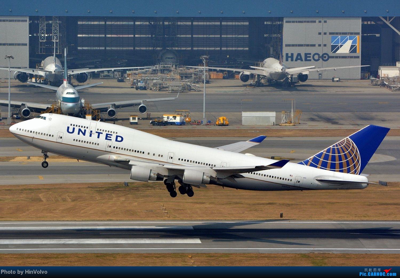 Re:[原创]~~~~六圖系列~~~~HKG的山頭25角度,外航晚拉的飛機! BOEING 747-400 N105UA 中国香港赤鱲角国际机场
