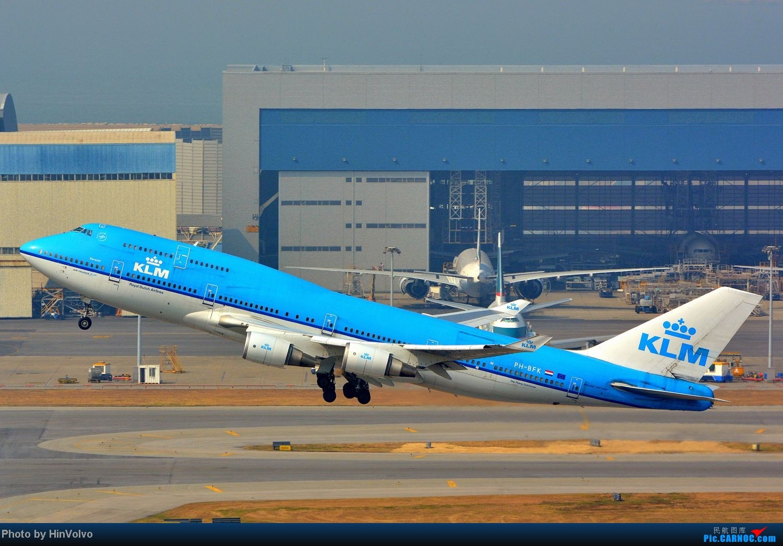 Re:[原创]~~~~六圖系列~~~~HKG的山頭25角度,外航晚拉的飛機! BOEING 747-400 PH-BFK 中国香港赤鱲角国际机场