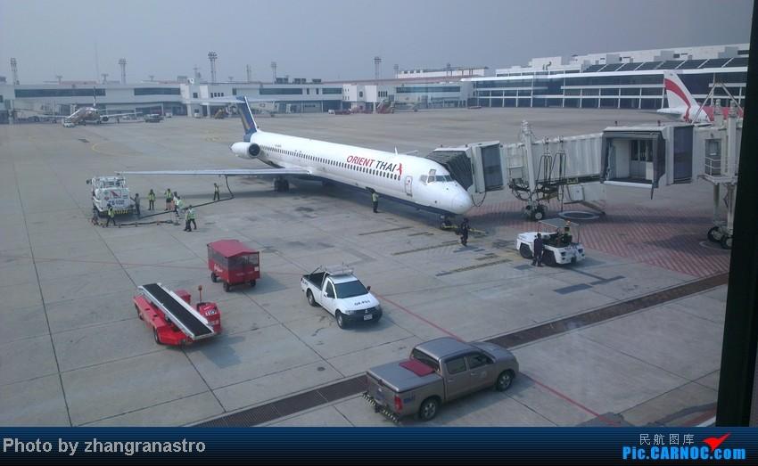 Re:[原创]新人第一次发帖- -年初去泰国就照了这两架飞机~多关照~ MCDONNELL DOUGLAS MD-80-82 HS-MDA 泰国廊曼机场