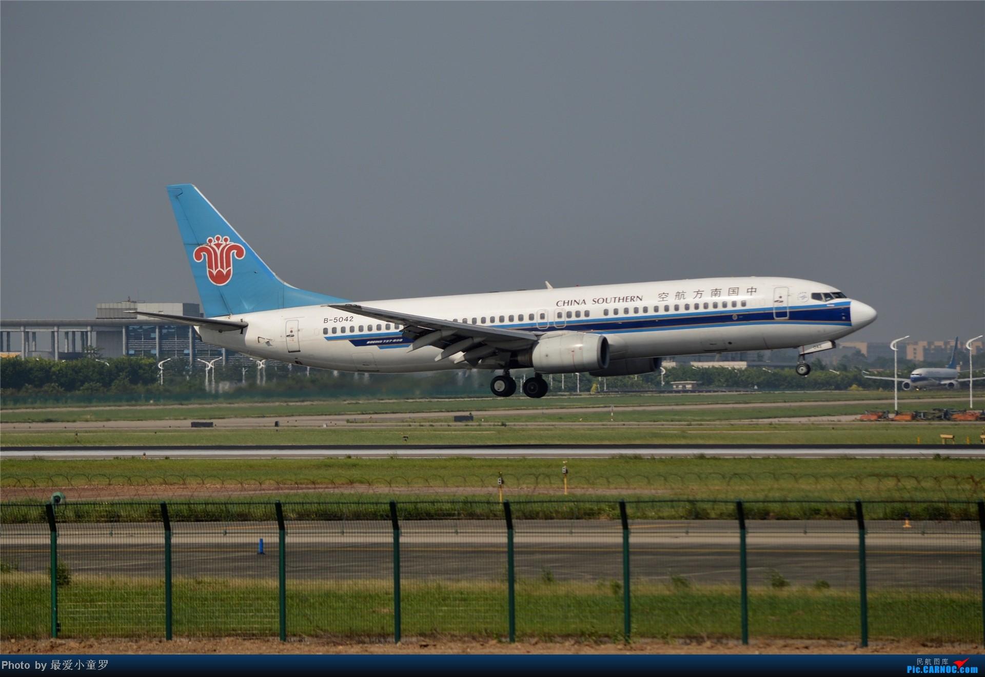 Re:[原创]炒冷饭贴之13年10月2日CAN拍机杂图系列 BOEING 737-800 B-5042 中国广州白云机场