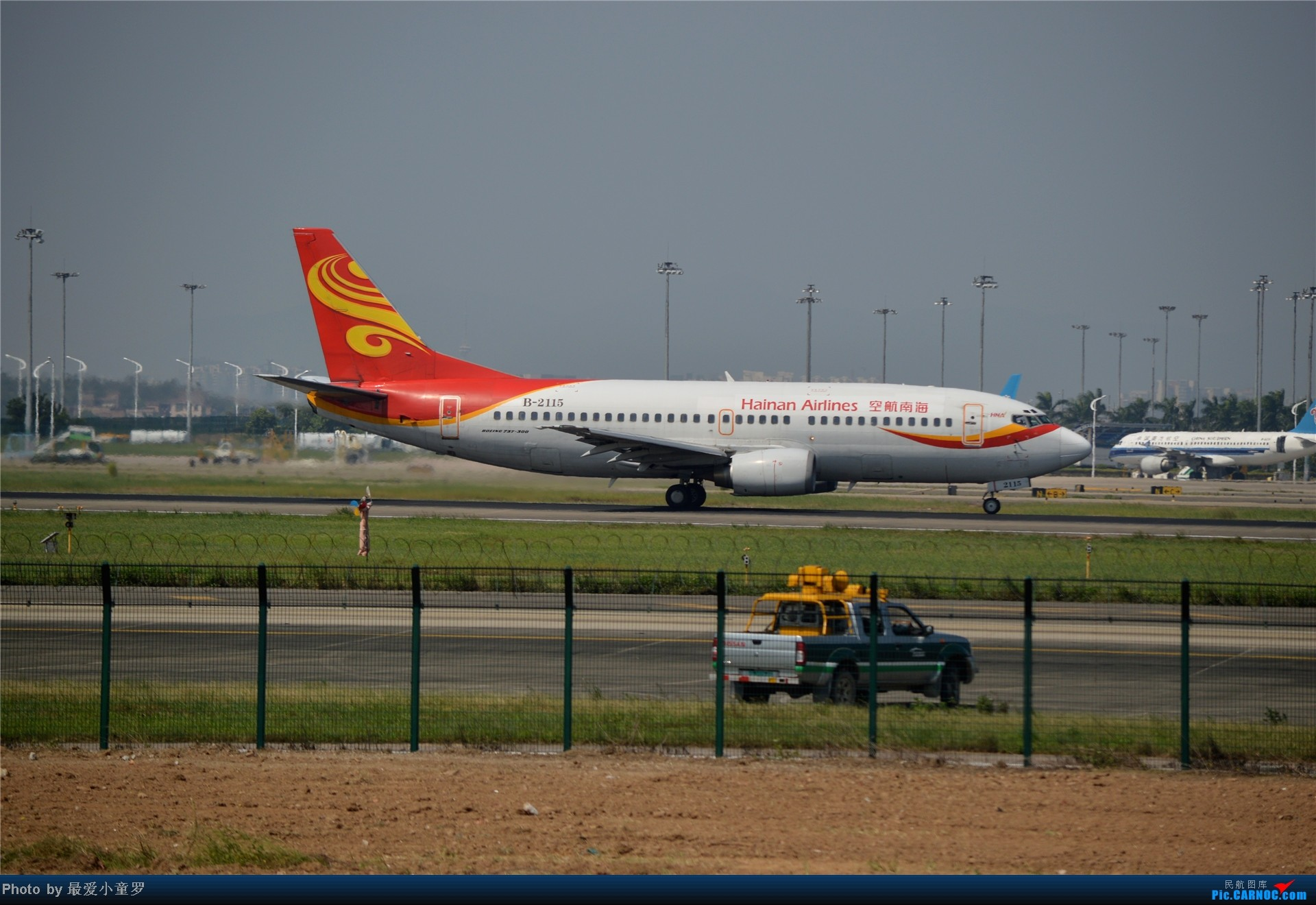 Re:[原创]炒冷饭贴之13年10月2日CAN拍机杂图系列 BOEING 737-300 B-2115 中国广州白云机场