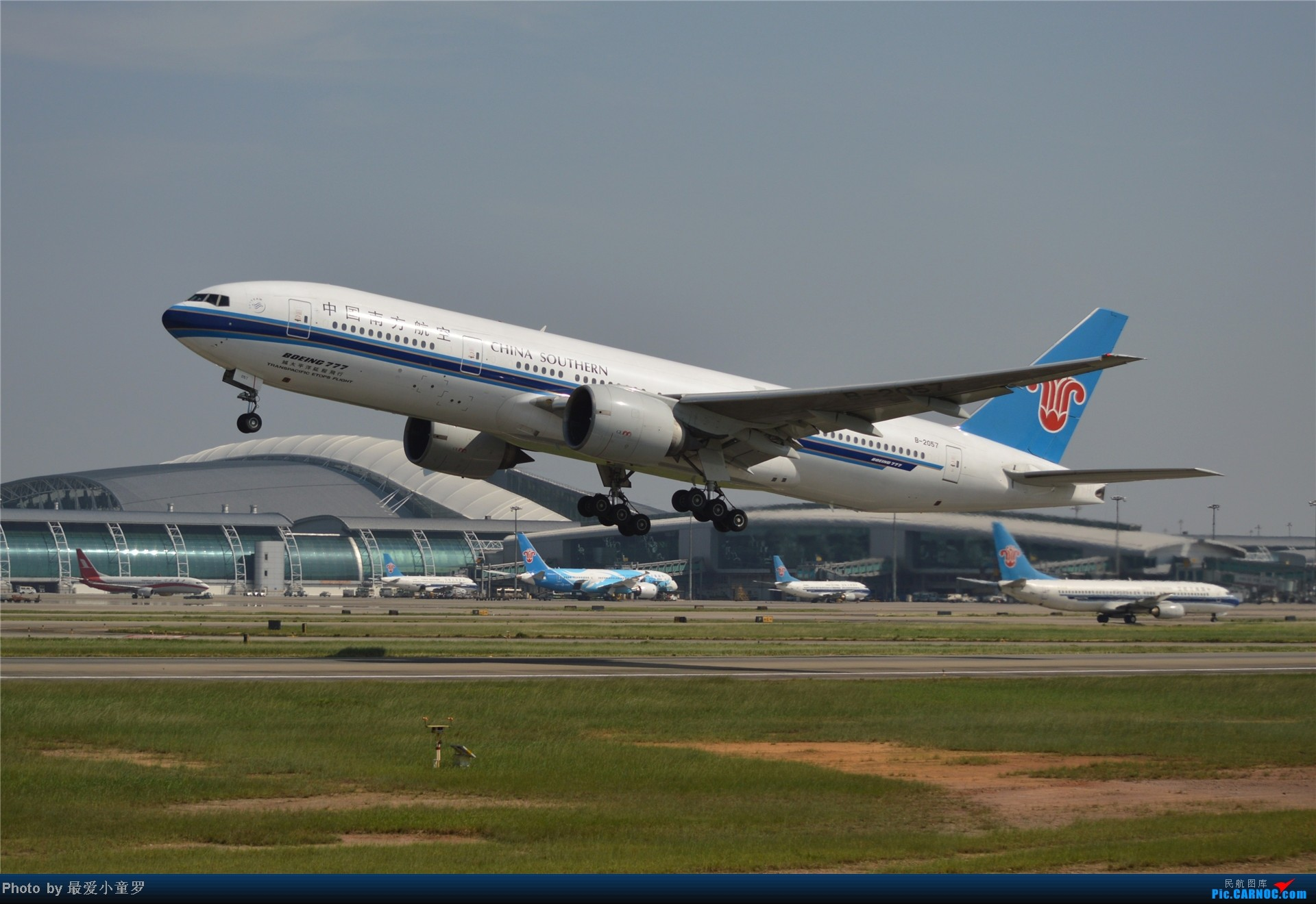 Re:[原创]炒冷饭贴之13年10月2日CAN拍机杂图系列 BOEING 777-200 B-2057 中国广州白云机场