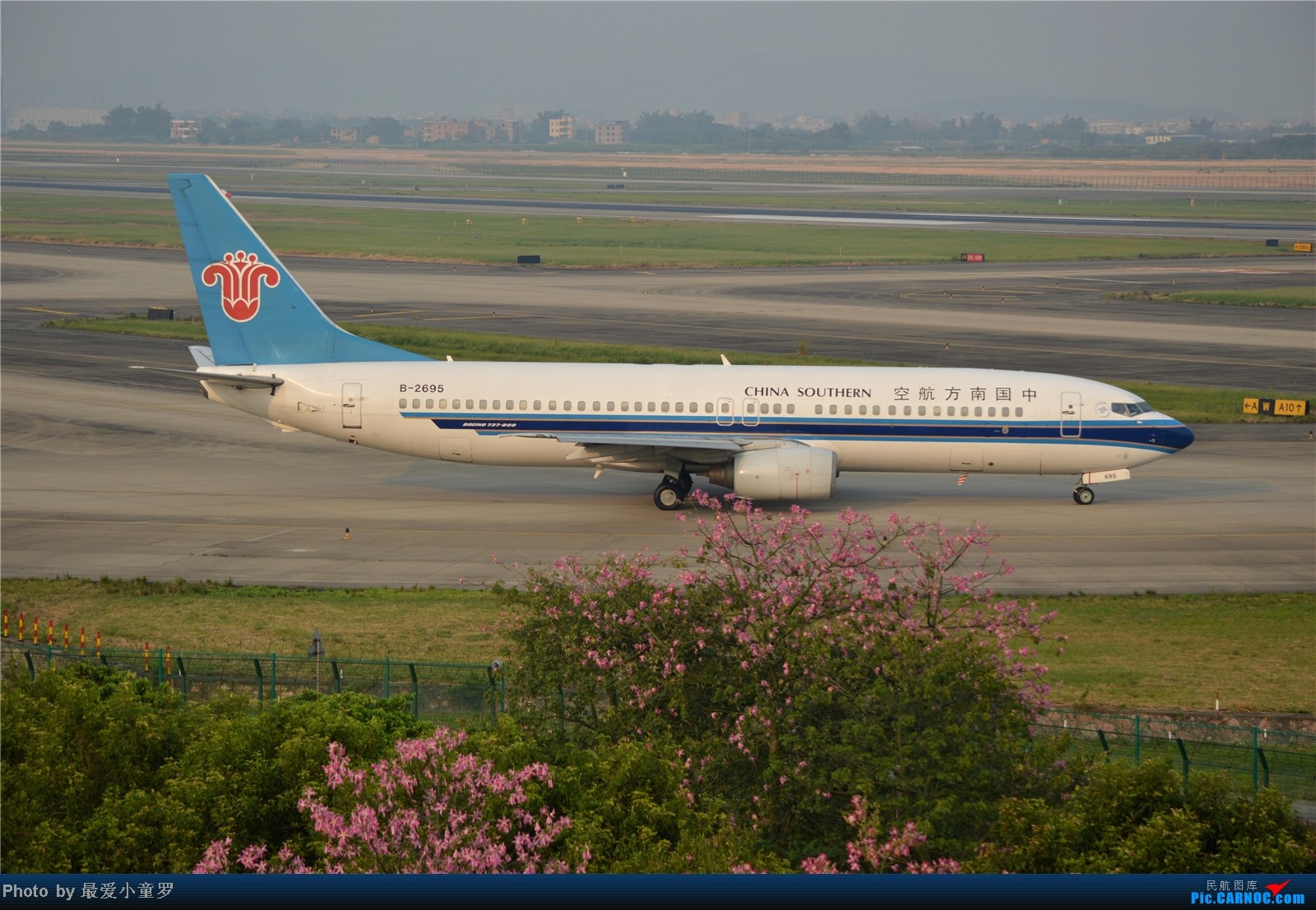 Re:[原创]炒冷饭系列2013年10月4日CAN拍机,带消防塔角度 BOEING 737-800 B-2696 中国广州白云机场