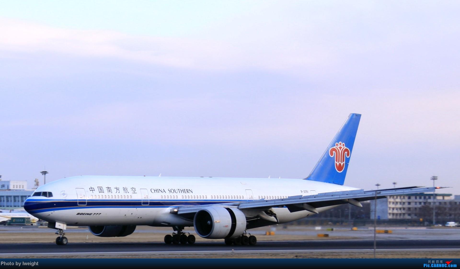Re:[原创]今天下午瞎拍两个小时的杂图 BOEING 777-200 B-2051 中国北京首都机场