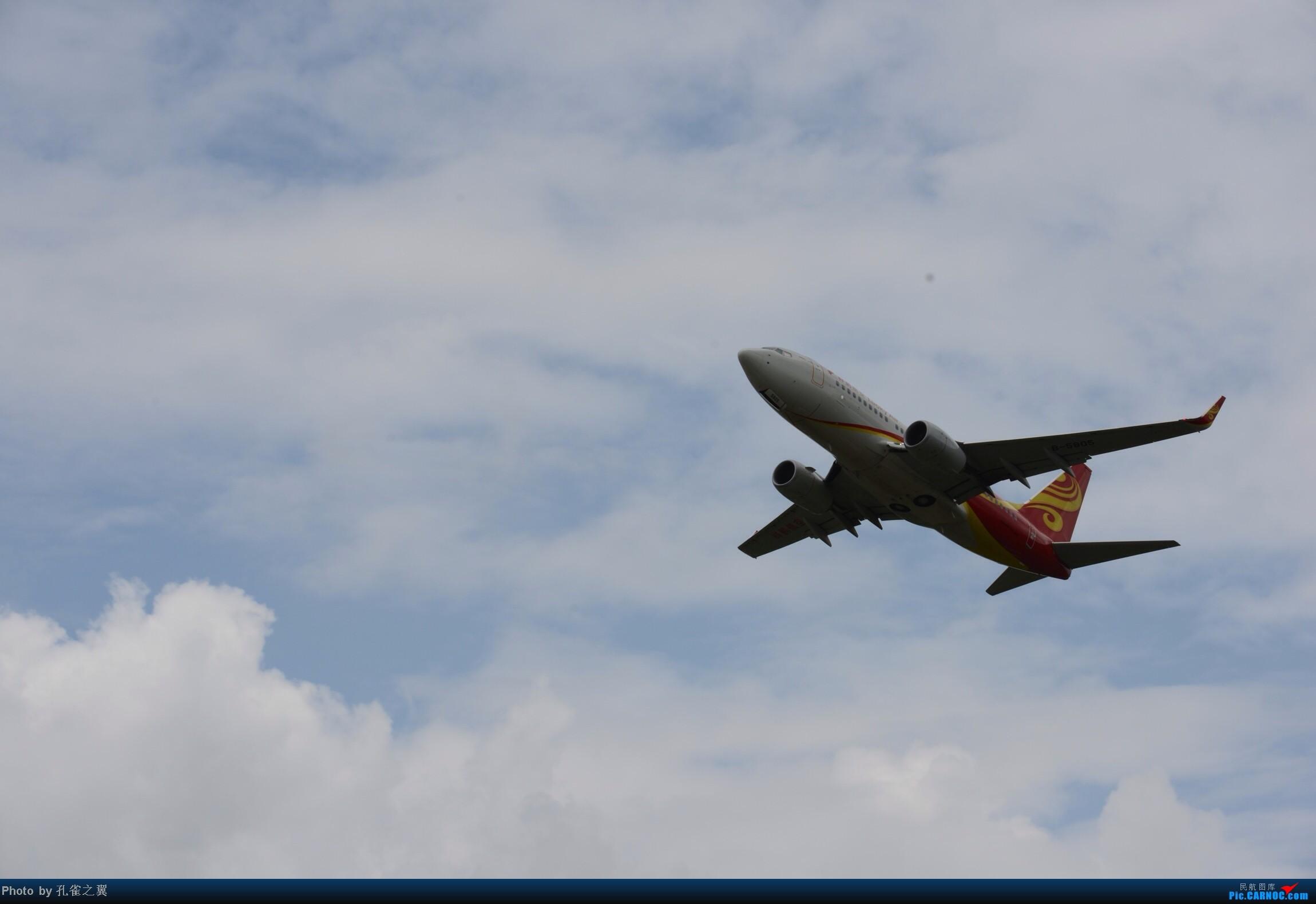 [原创]LUM拍机 BOEING 737-700 B-5805 中国芒市机场
