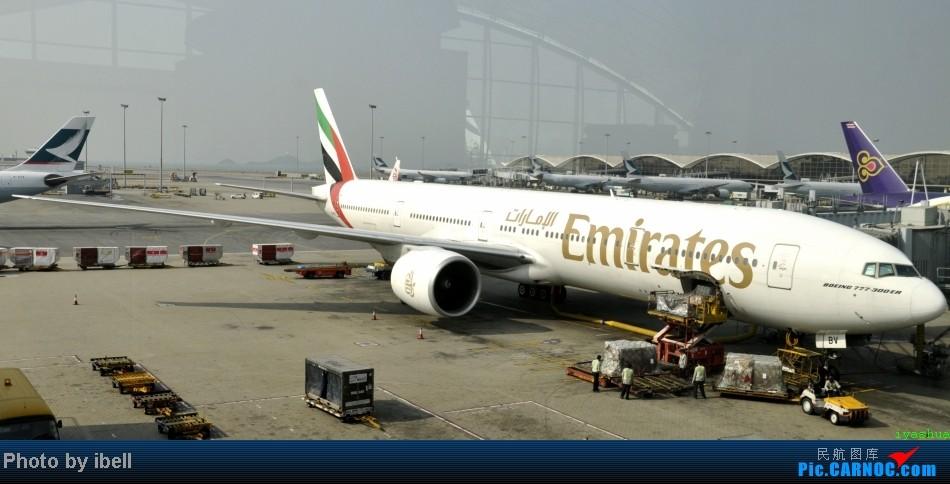 Re:[原创]【牙刷游记之七】SIN-HKG-CTU,国泰+港龙带我回国与家人共度2014马年春节!(有奖猜飞机,祝飞友们马到功成!) BOEING 777-31H/ER BOEING 777-31H/ER A6-EBV 中国香港赤鱲角机场