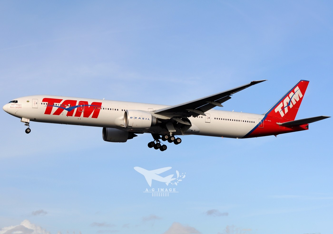 Re:[原创]【七彩天空】--八张来自LHR的77w大图,看到血脉喷张! BOEING 777-300 PT-MUA 英国伦敦希思罗机场