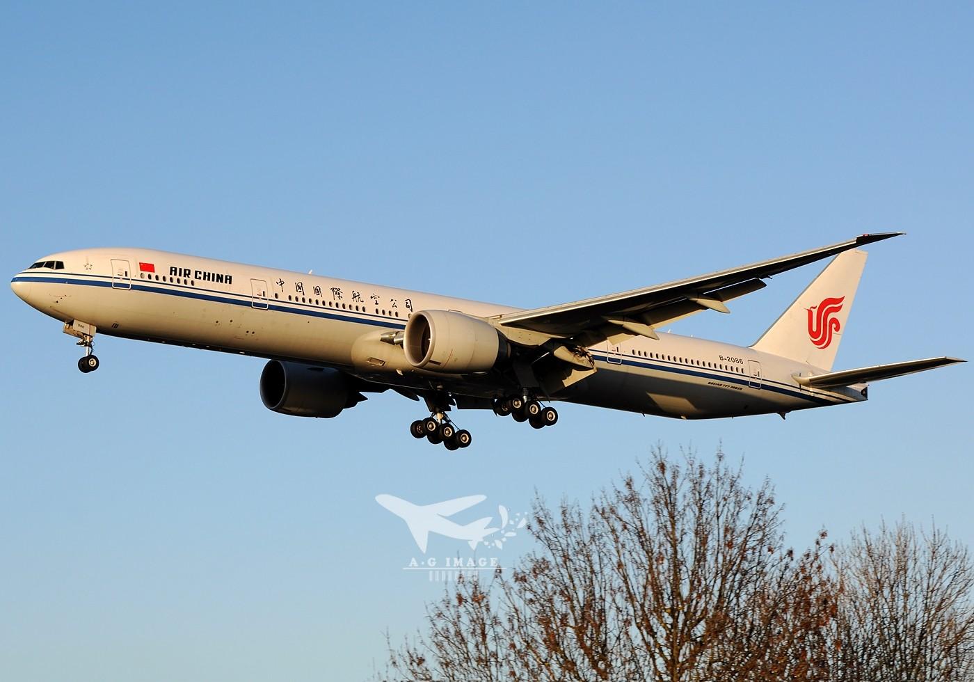 Re:[原创]【七彩天空】--八张来自LHR的77w大图,看到血脉喷张! BOEING 777-300 B-2086 英国伦敦希思罗机场