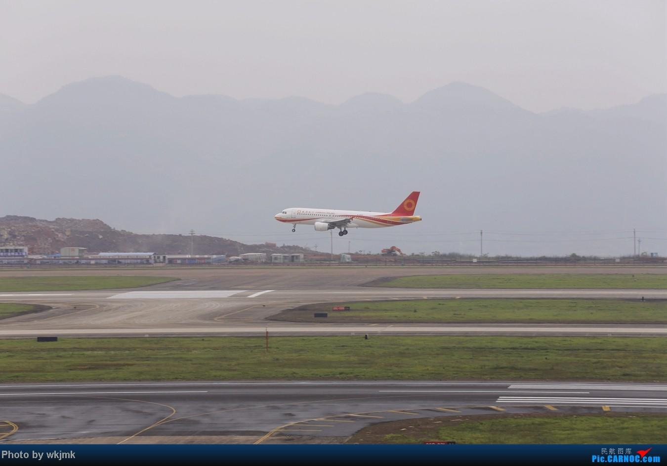 Re:[原创]在CKG拍机发现一个不明的航空公司 AIRBUS A320-200 B-9985 中国重庆江北机场