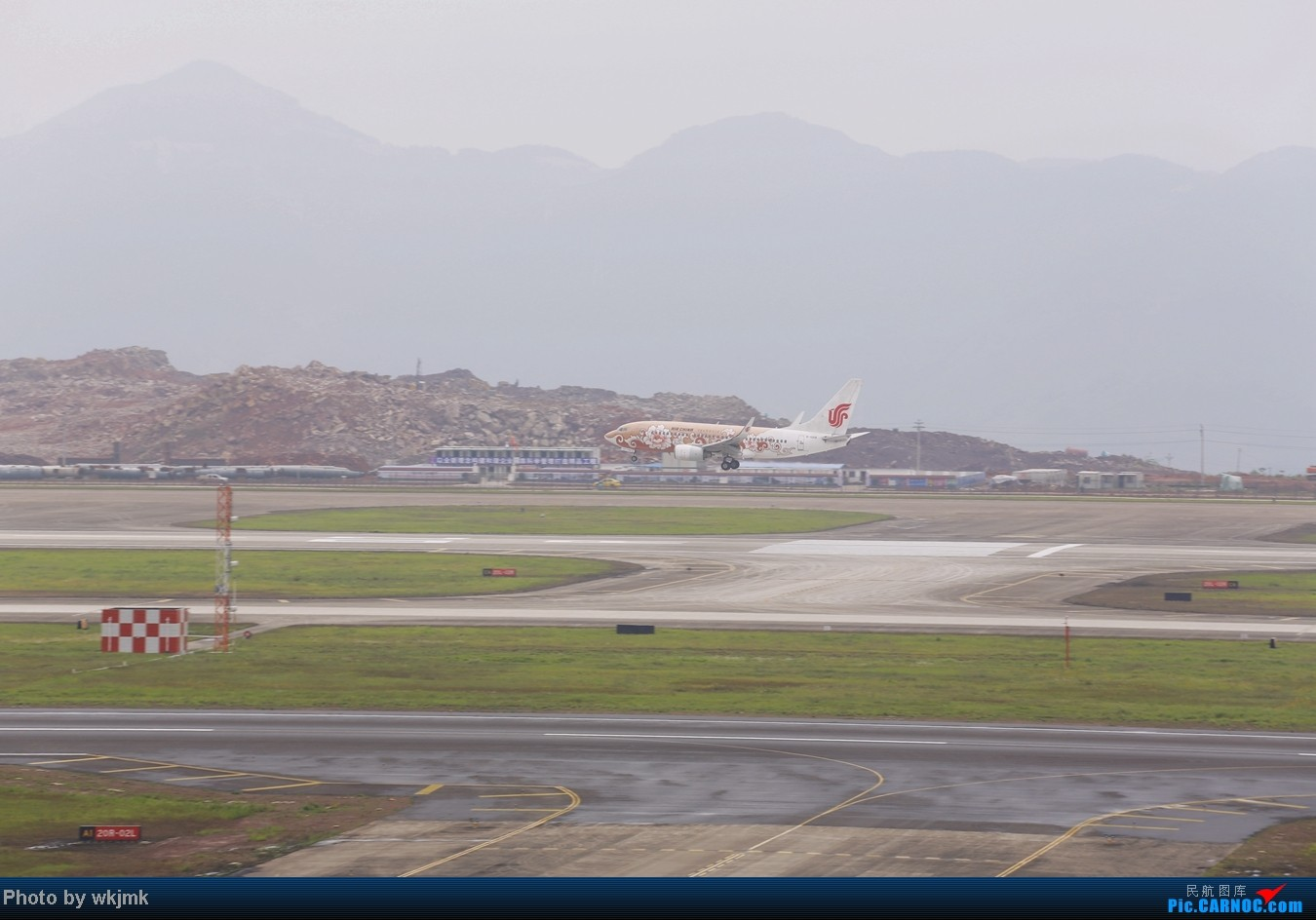 Re:[原创]在CKG拍机发现一个不明的航空公司 BOEING 737-700 B-5214 中国重庆江北机场