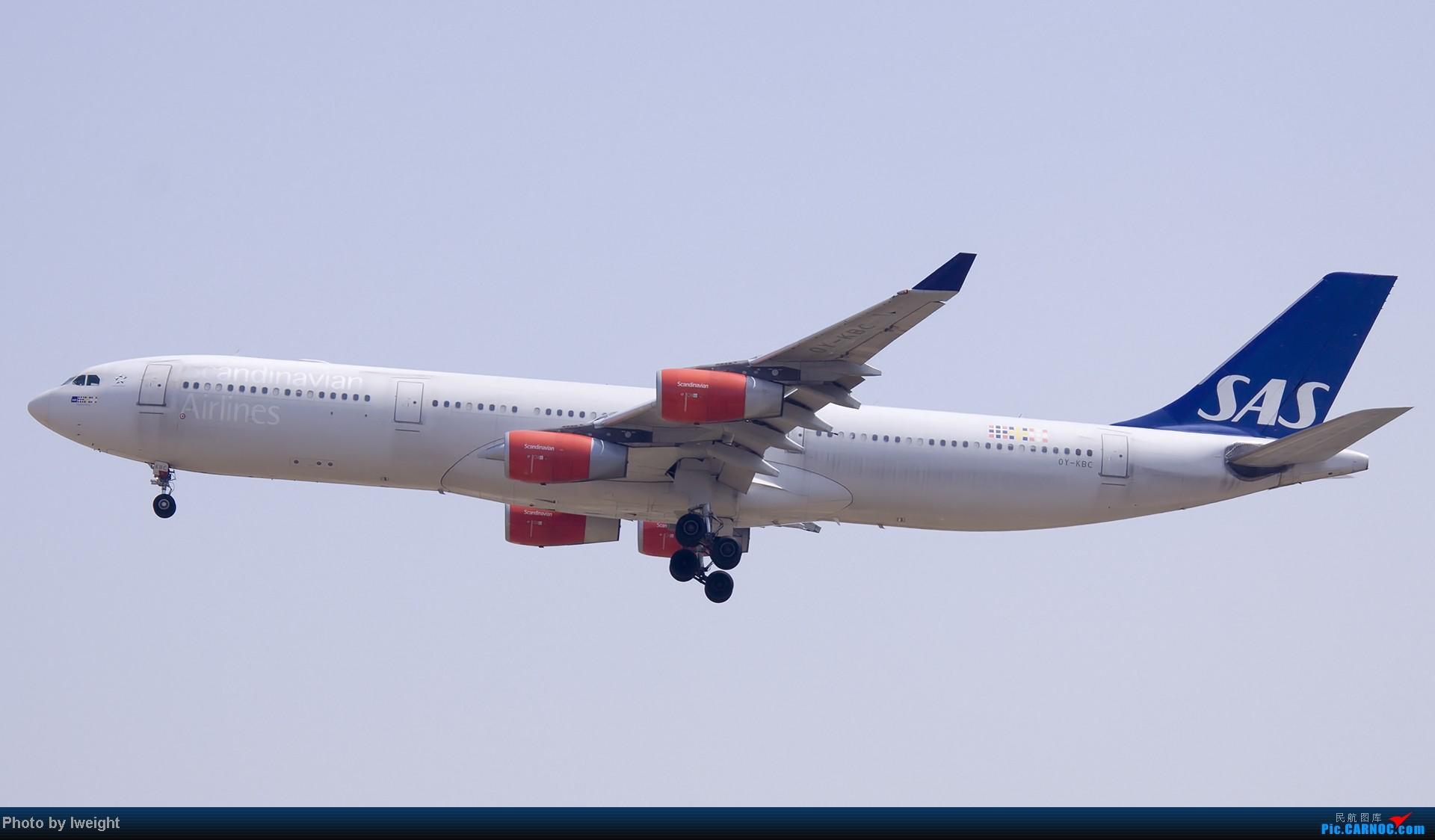 Re:[原创]错过了卡航的巴塞罗那号,只有这些大路货了,泪奔啊 AIRBUS A340-300 OY-KBC 中国北京首都机场