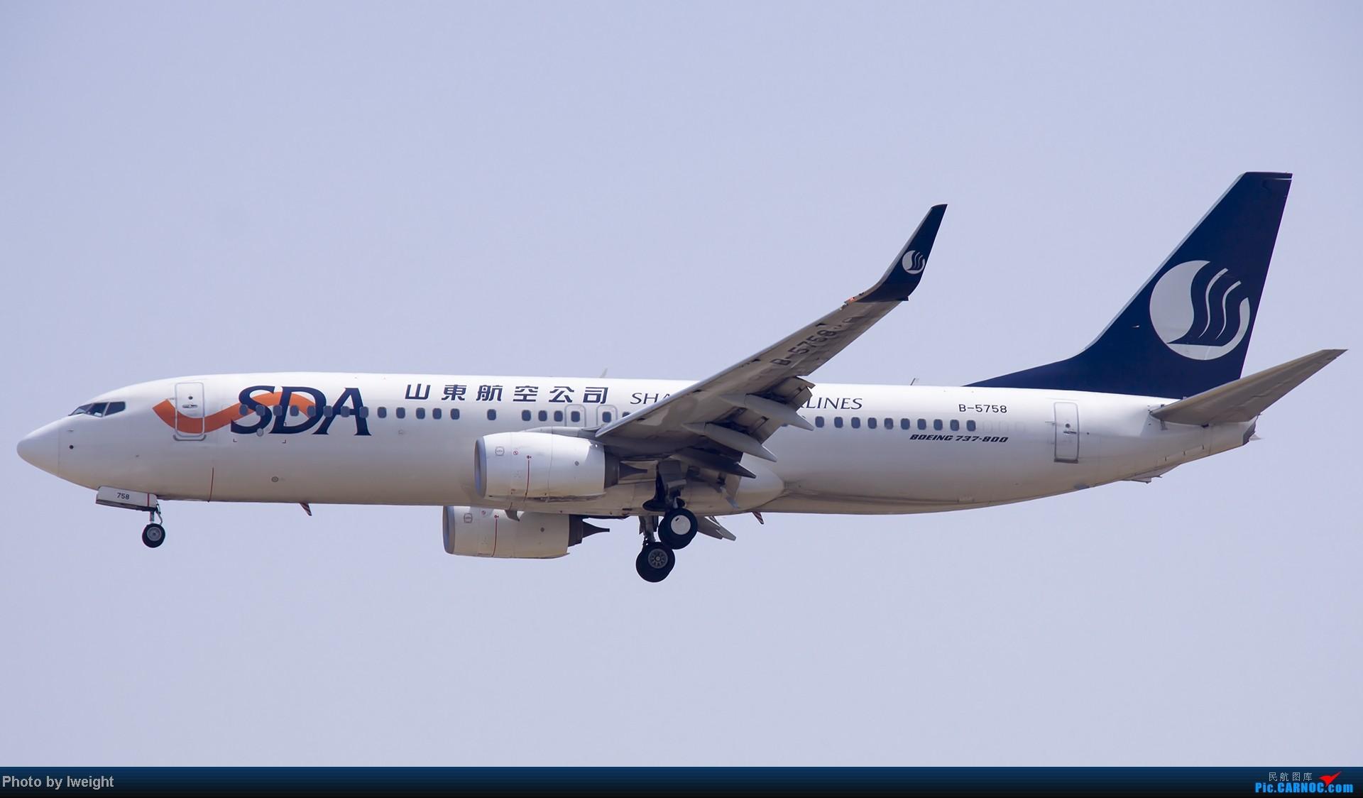 Re:[原创]错过了卡航的巴塞罗那号,只有这些大路货了,泪奔啊 BOEING 737-800 B-5758 中国北京首都机场