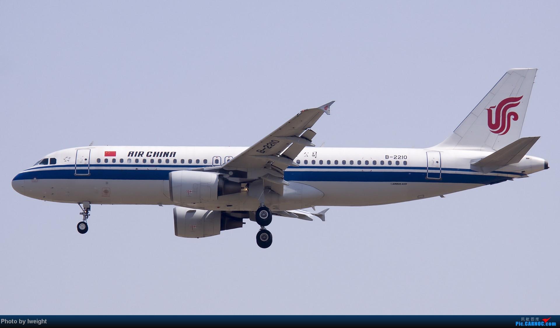 Re:[原创]错过了卡航的巴塞罗那号,只有这些大路货了,泪奔啊 AIRBUS A320-200 B-2210 中国北京首都机场